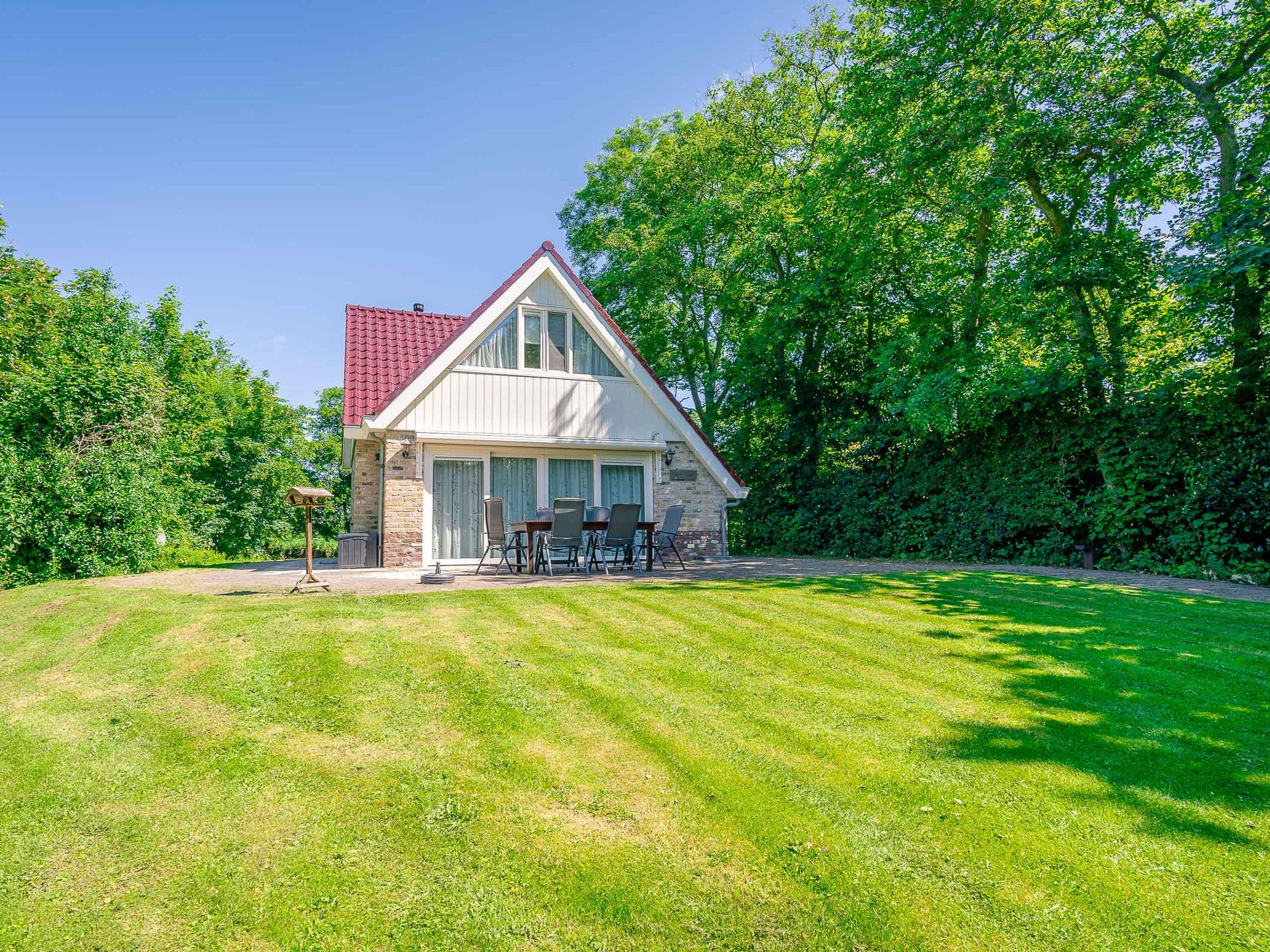 Luxury holiday home with sauna/big garden on the edge of De Koog