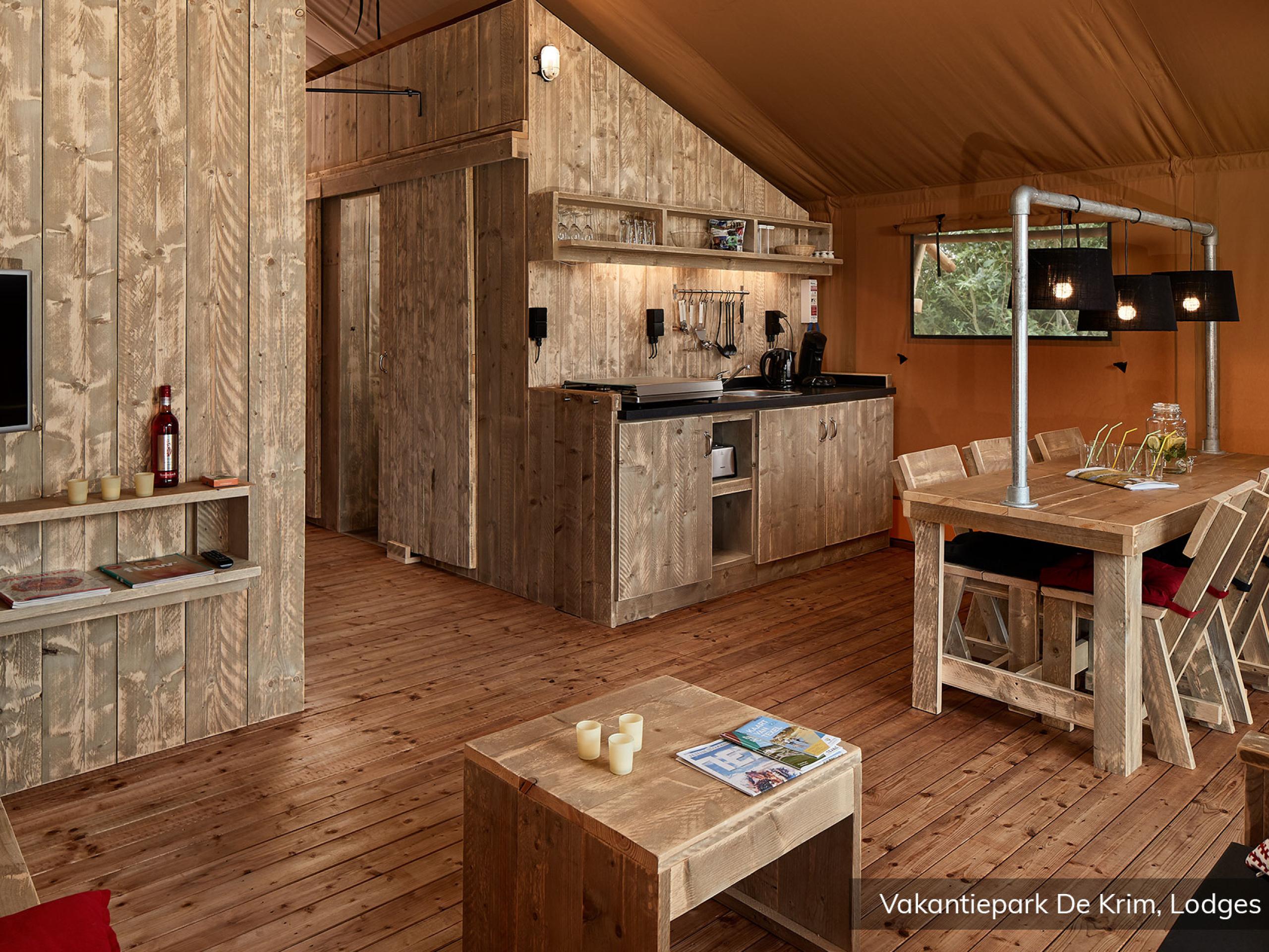 Glamping op Texel in deze riante safari lodge tent