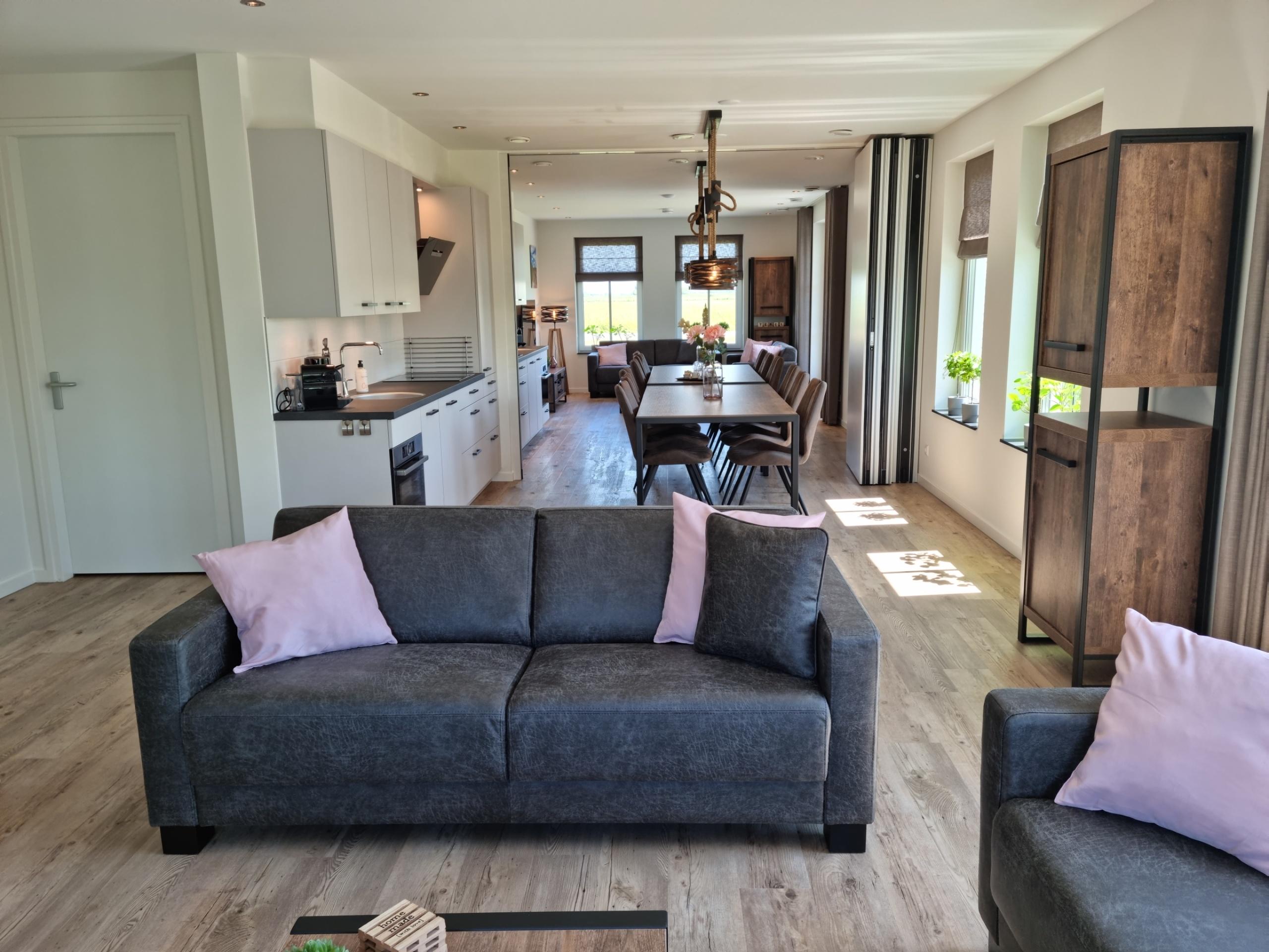 Nieuw modern en luxe familiehuis voor 12 personen nabij natuurgebieden De Slufter en De Muy en centraal op het eiland