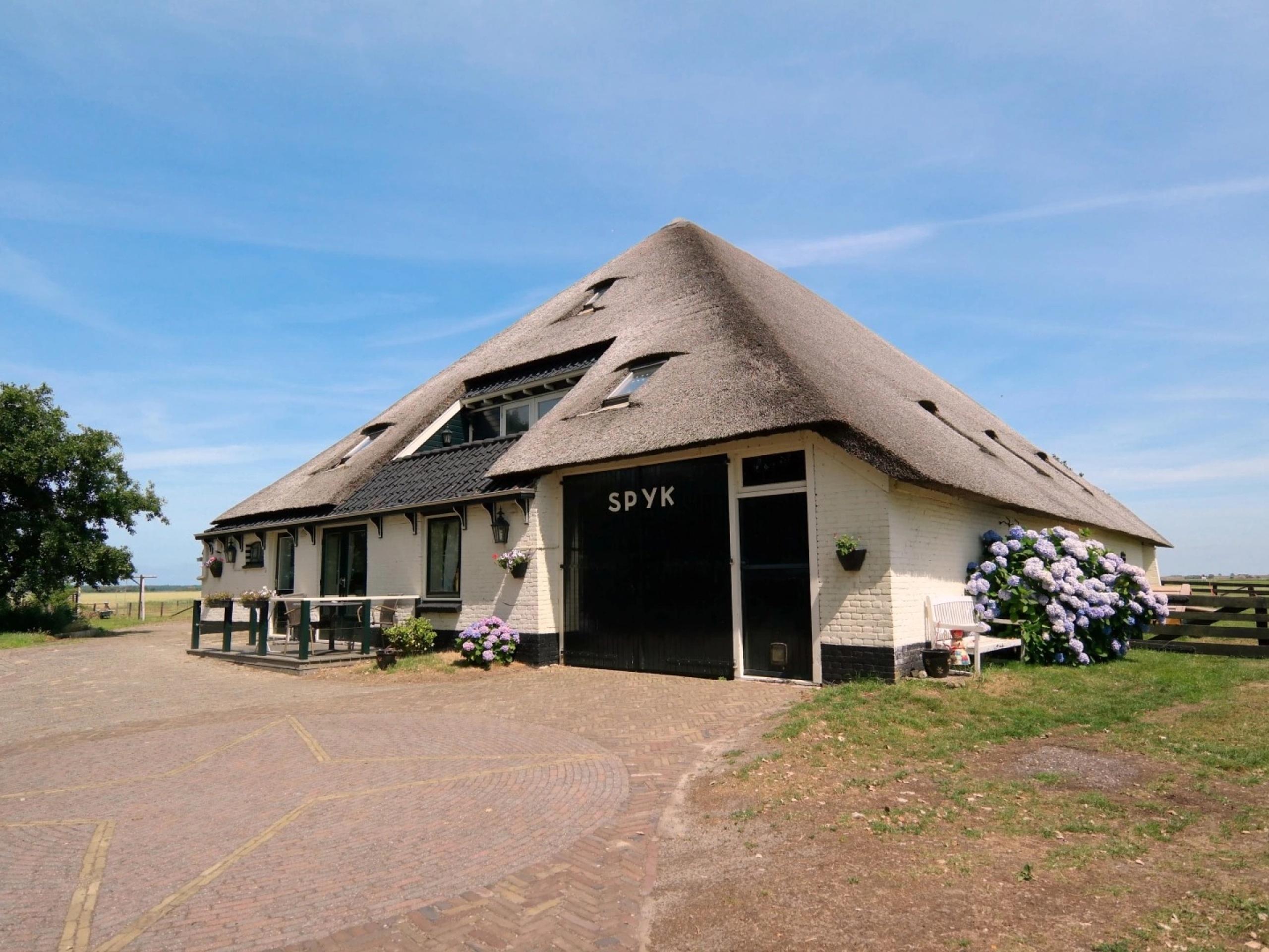 Landelijk gelegen sfeervol appartement in authentieke stolpboerderij vlakbij Den Hoorn