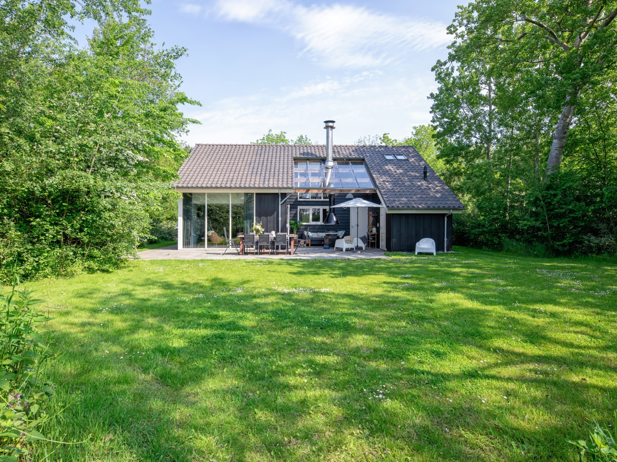 Attractive luxury holiday home with Finnish sauna, large garden and outdoor fireplace / barbecue