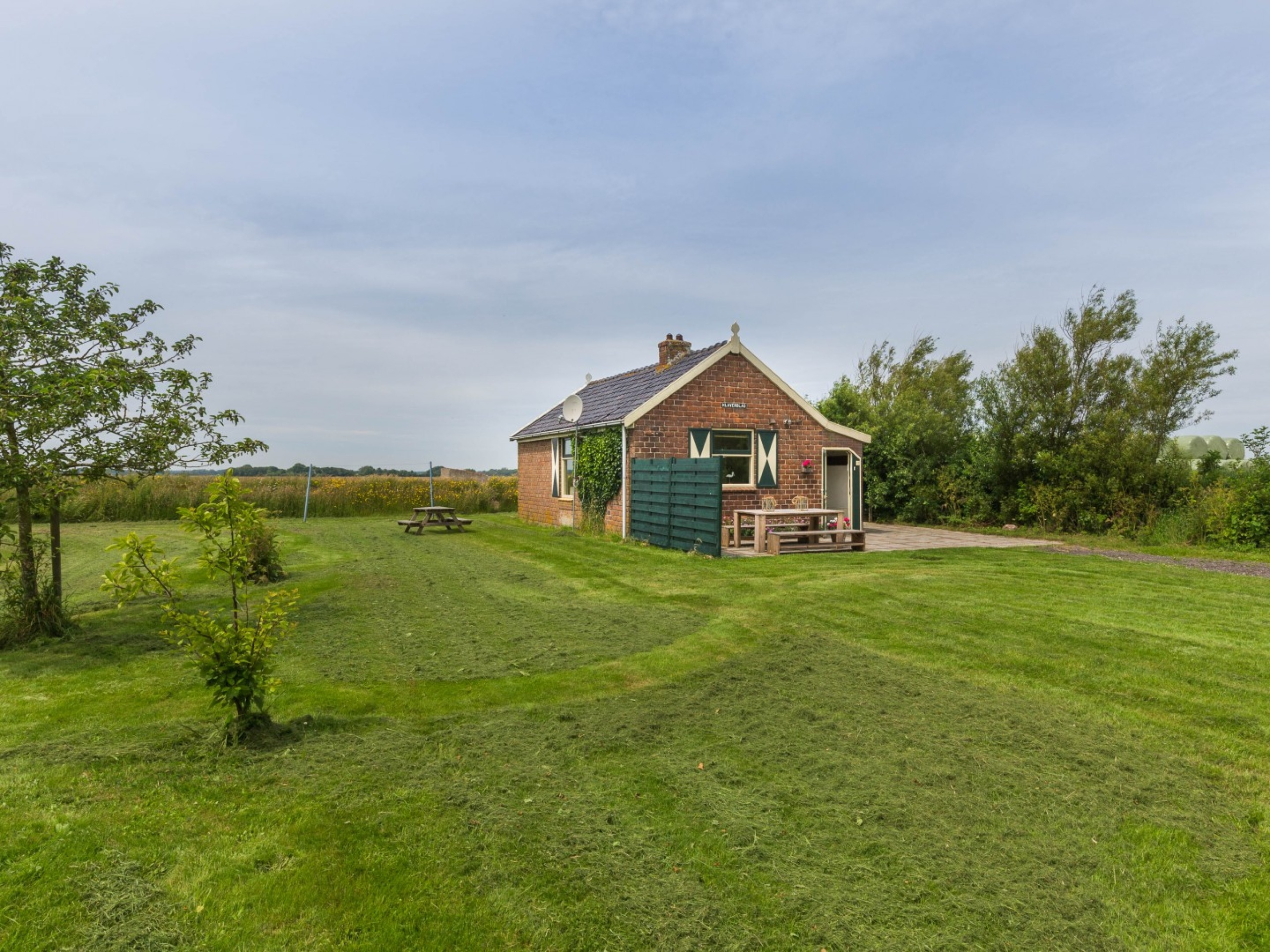 Authentic detached holiday home near De Waal