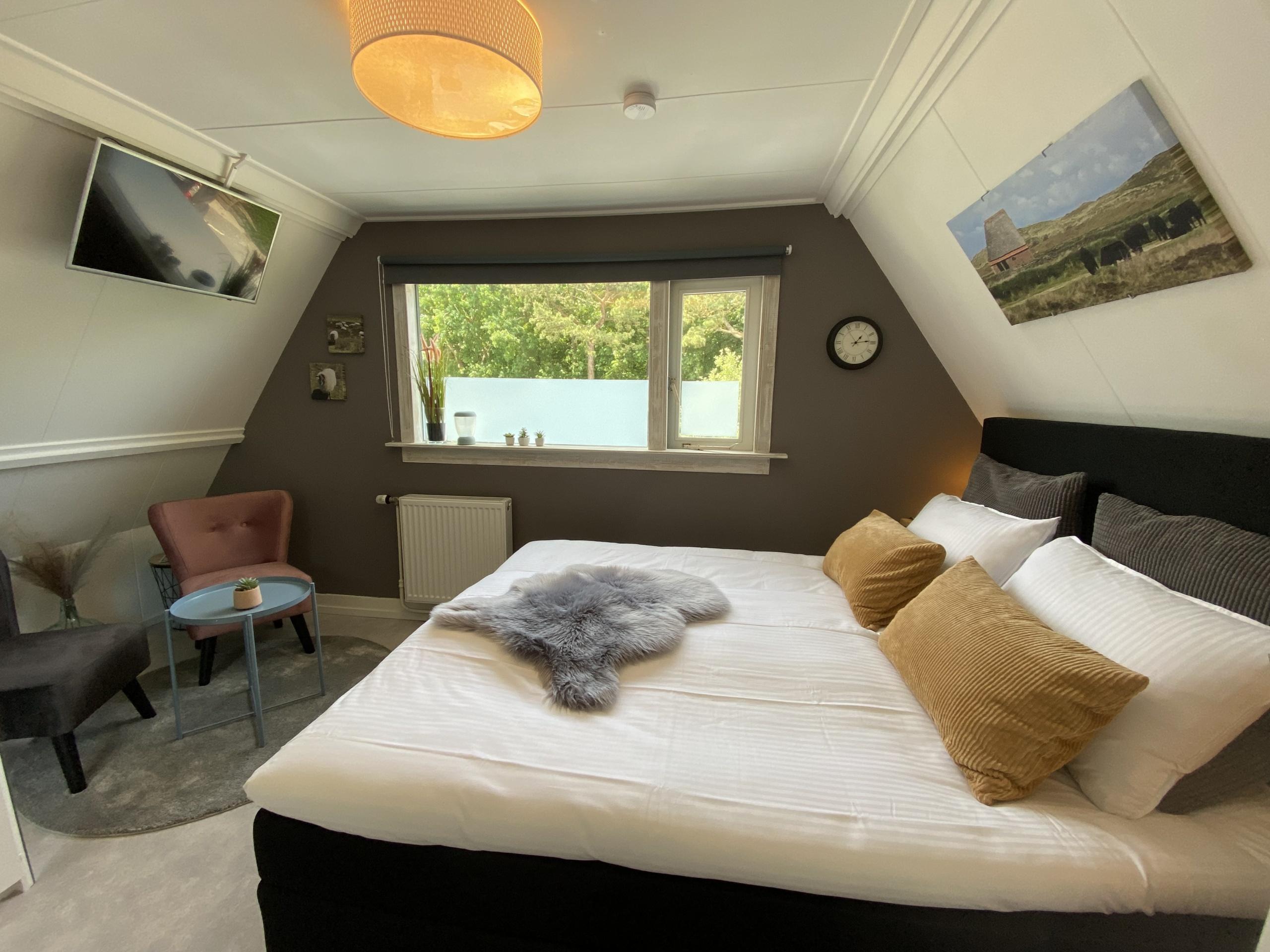 Gemütlich eingerichtetes Zimmer mit allen Annehmlichkeiten, nah am Zentrum, dem Wald, den Dünen und dem Strand