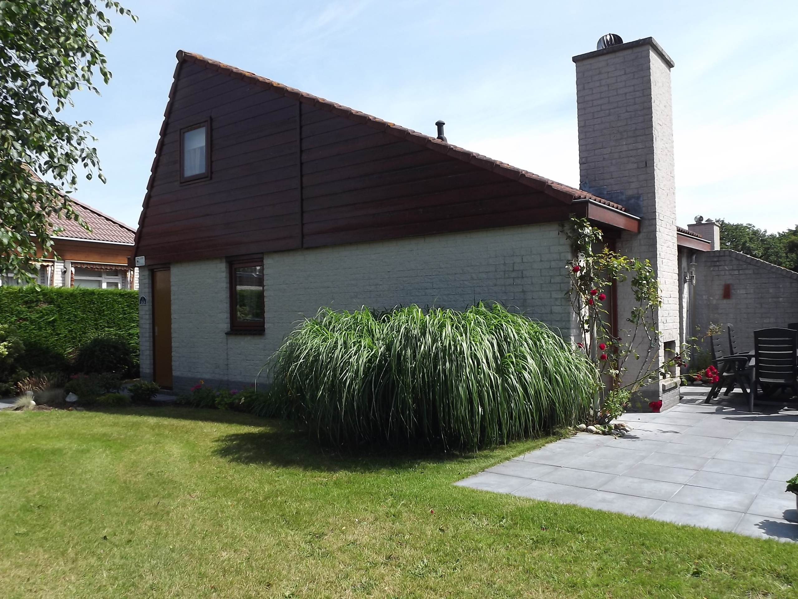 Detached holiday home with enclosed garden in the forest