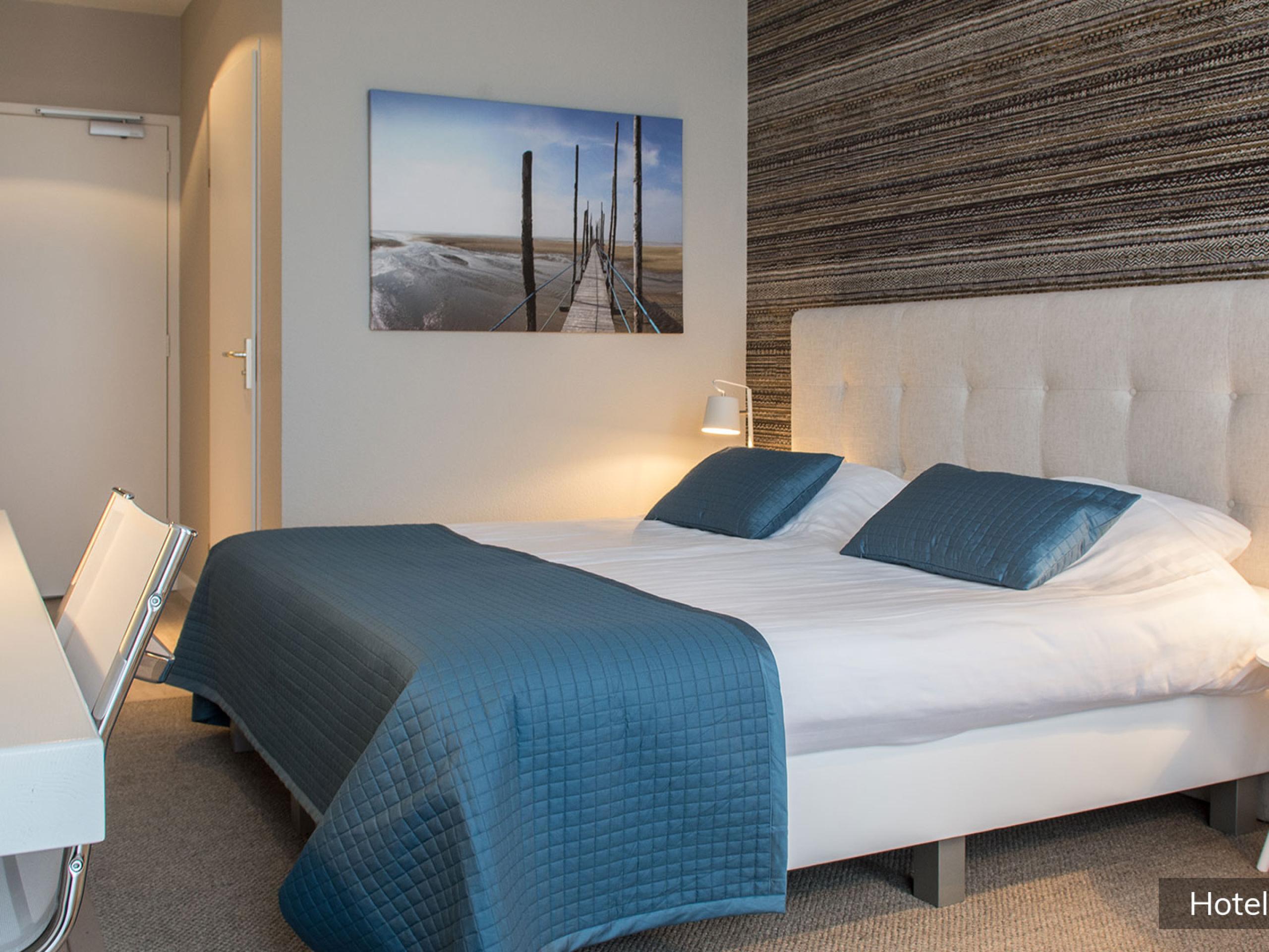 Großes stilvolles sehr komfortables Hotelzimmer bei De Cocksdorp
