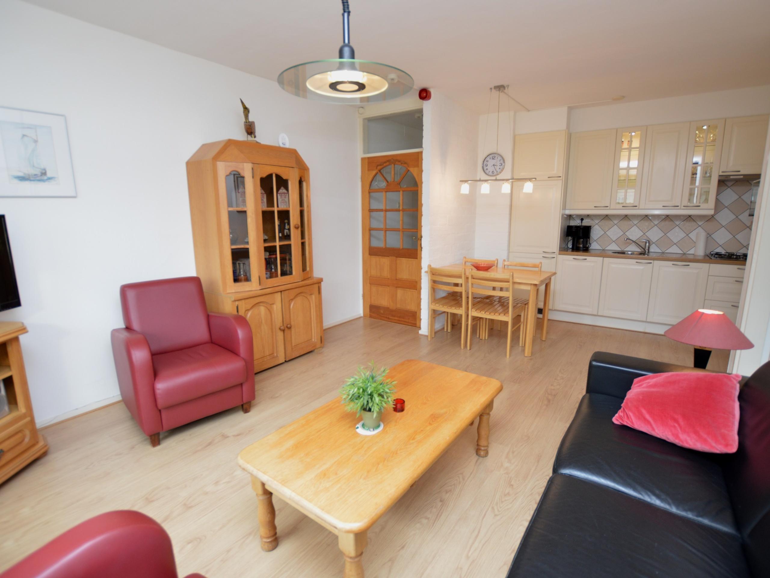 Comfortable apartment with terrace on garden side near De Koog