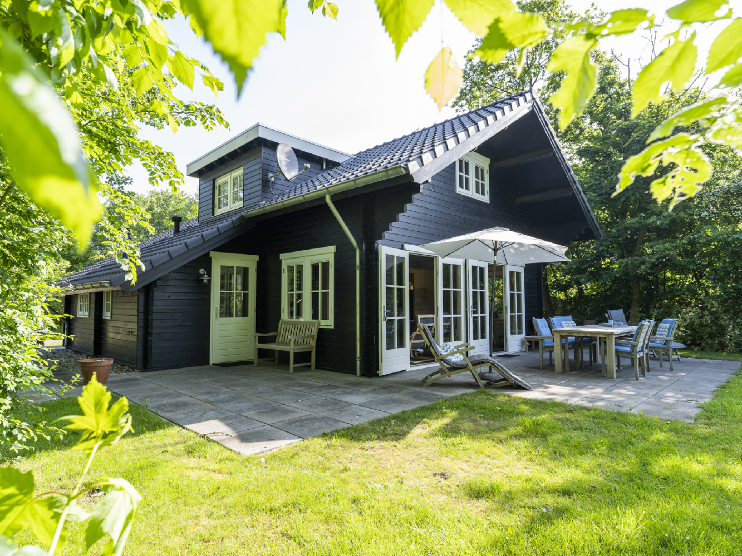 Royaal vakantiehuis met heerlijke tuin op het zuiden vlakbij De Koog