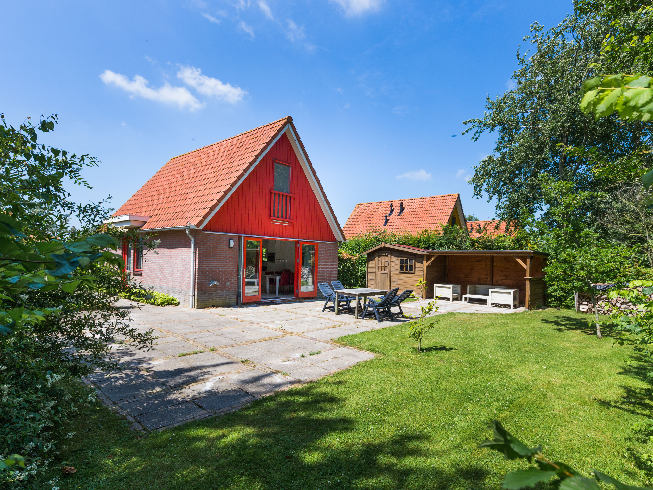 Detached holiday home by the Waddenzee, perfect for birdwatchers