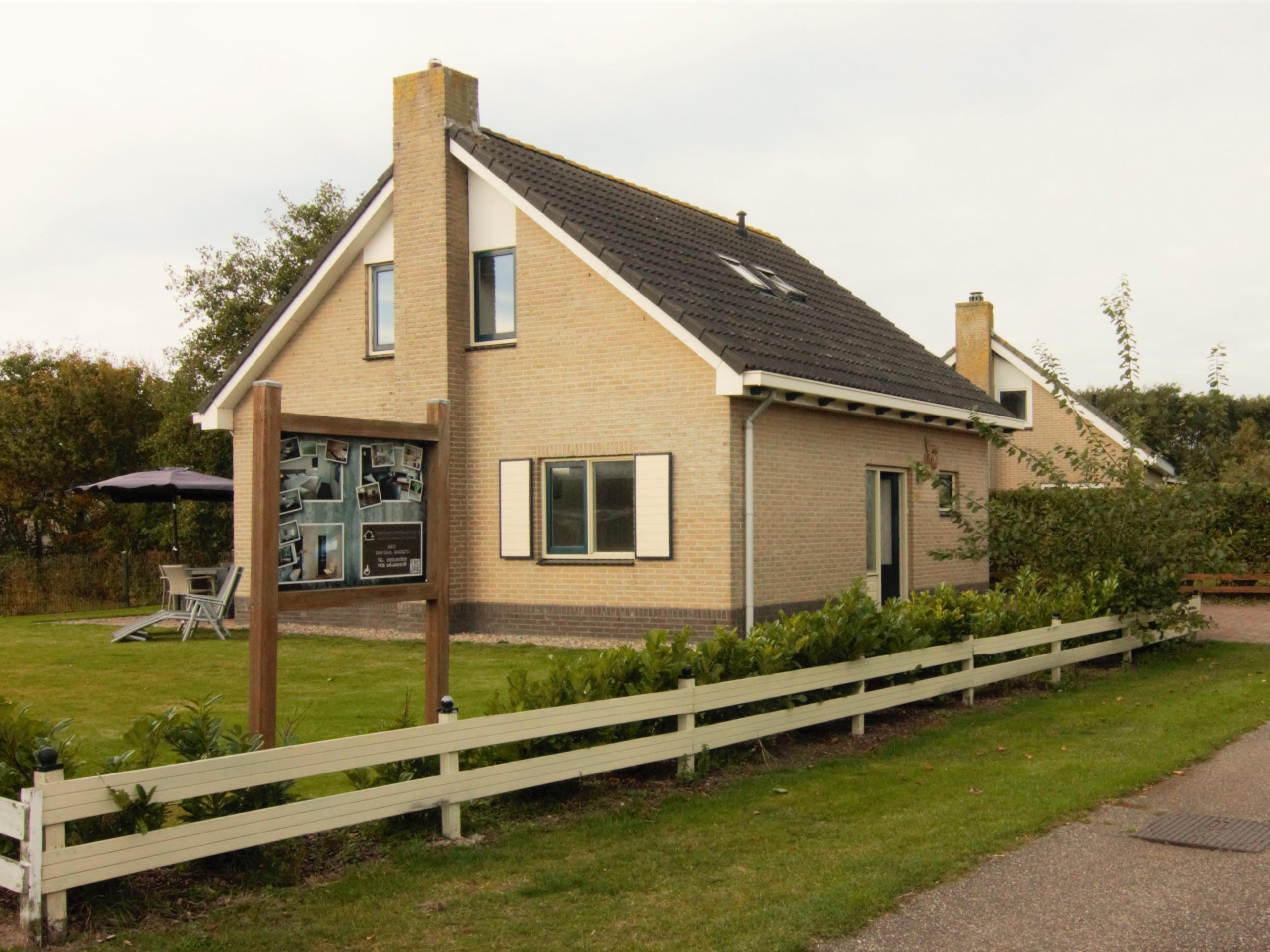 Komfortables gemütliches Ferienhaus mit großem Garten in De Koog