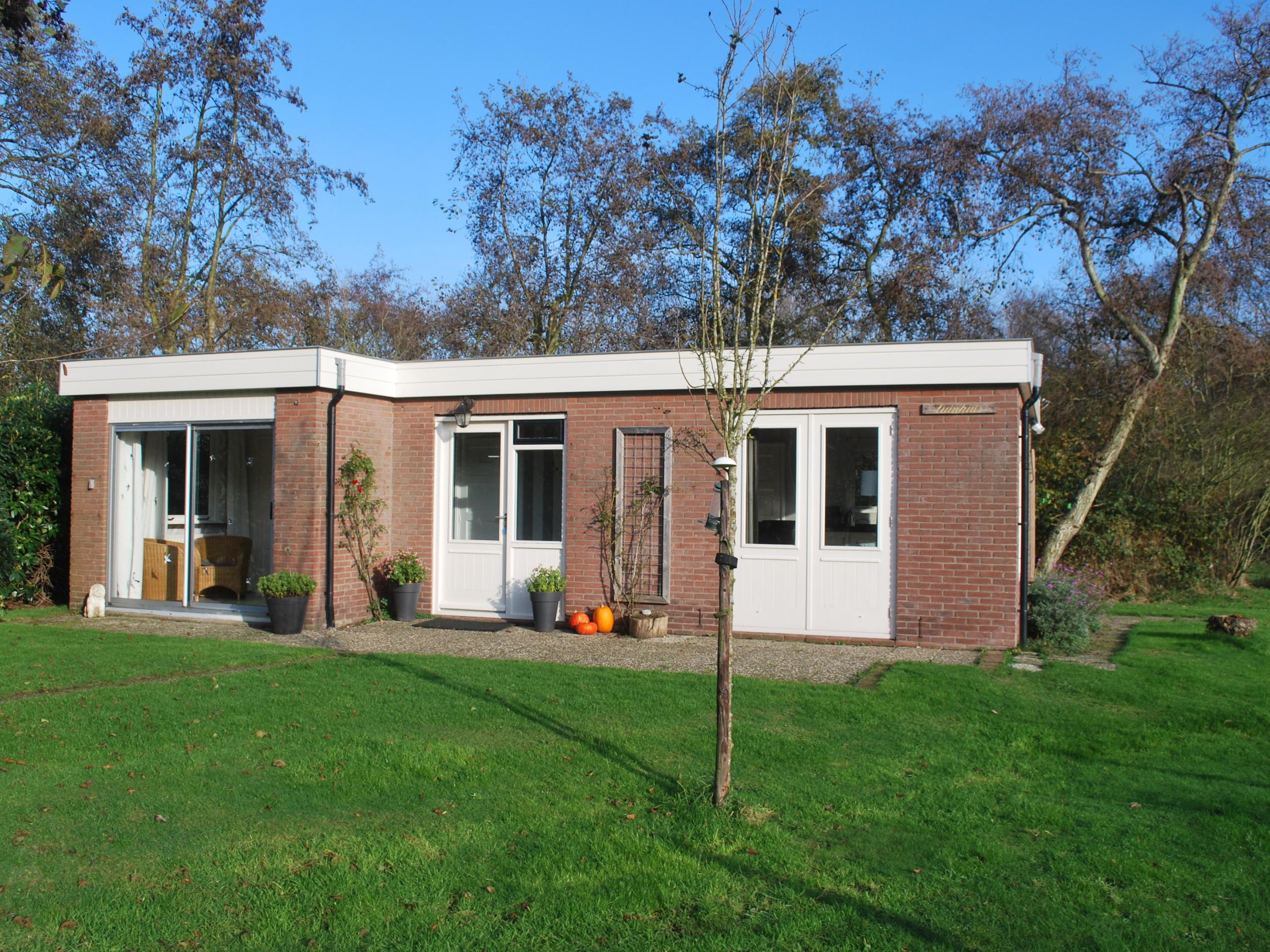 Natürlich gelegenes Ferienhaus mit großem Garten etwas außerhalb von De Koog