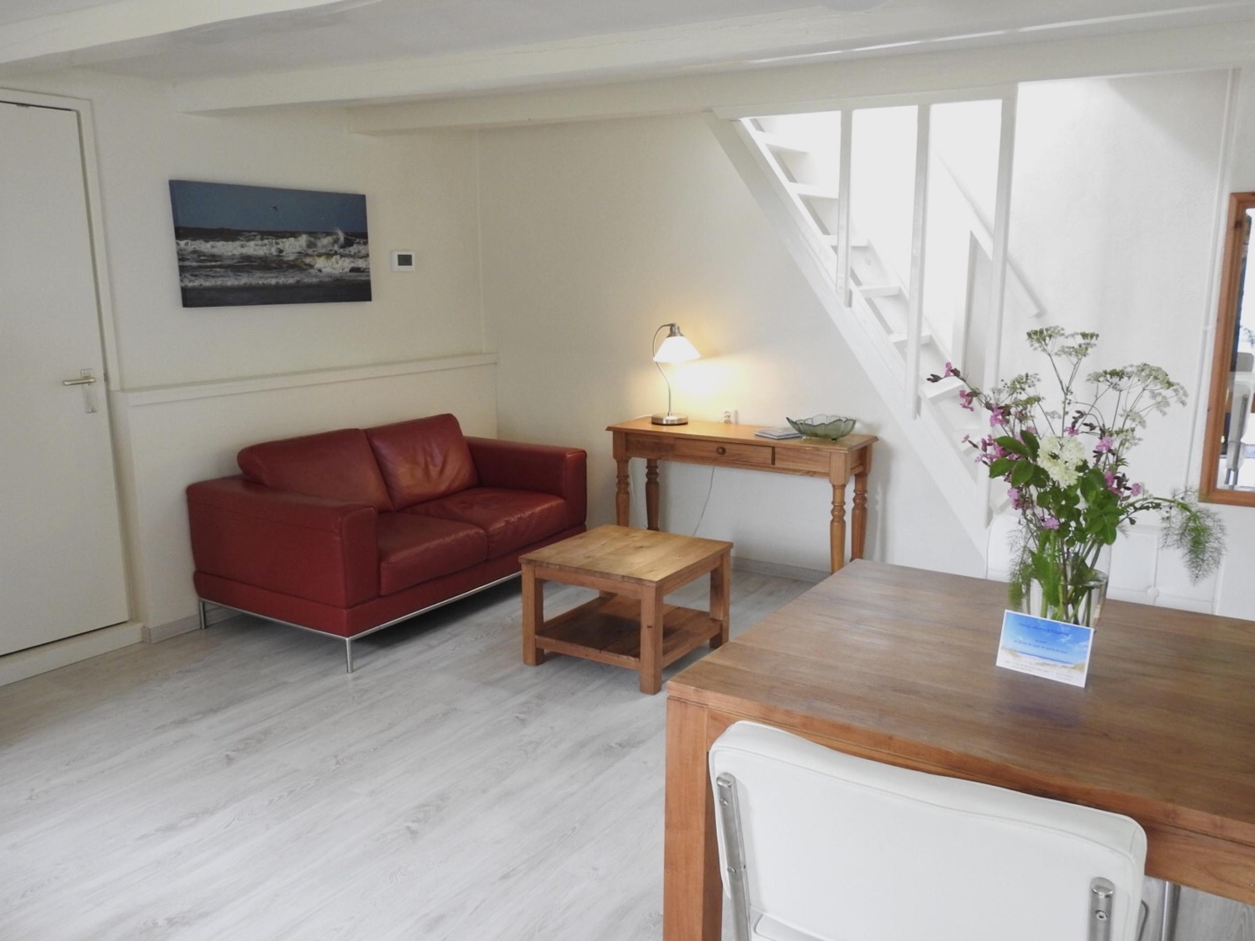 Licht en ruim appartement met prachtig uitzicht in het buitengebied tussen Den Burg en Den Hoorn.