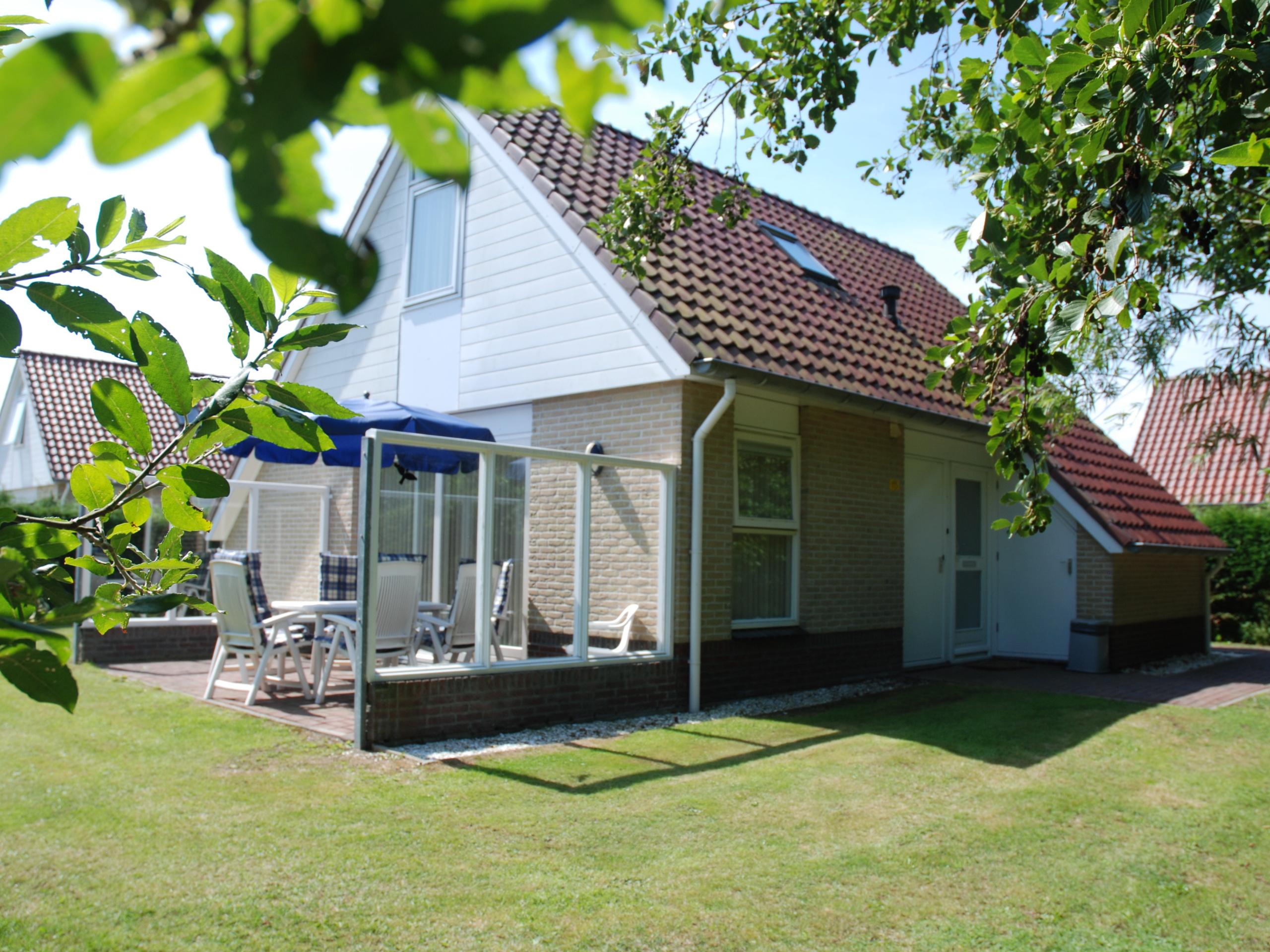 Geräumiges komfortables Ferienhaus mit Sauna auf kleinem Park in De Koog