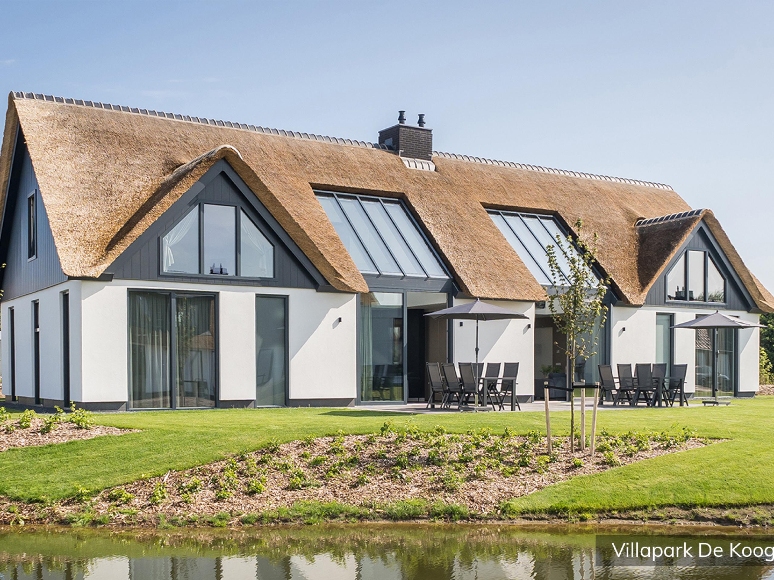 Luxury family villa for 12 people in a villa park in De Koog