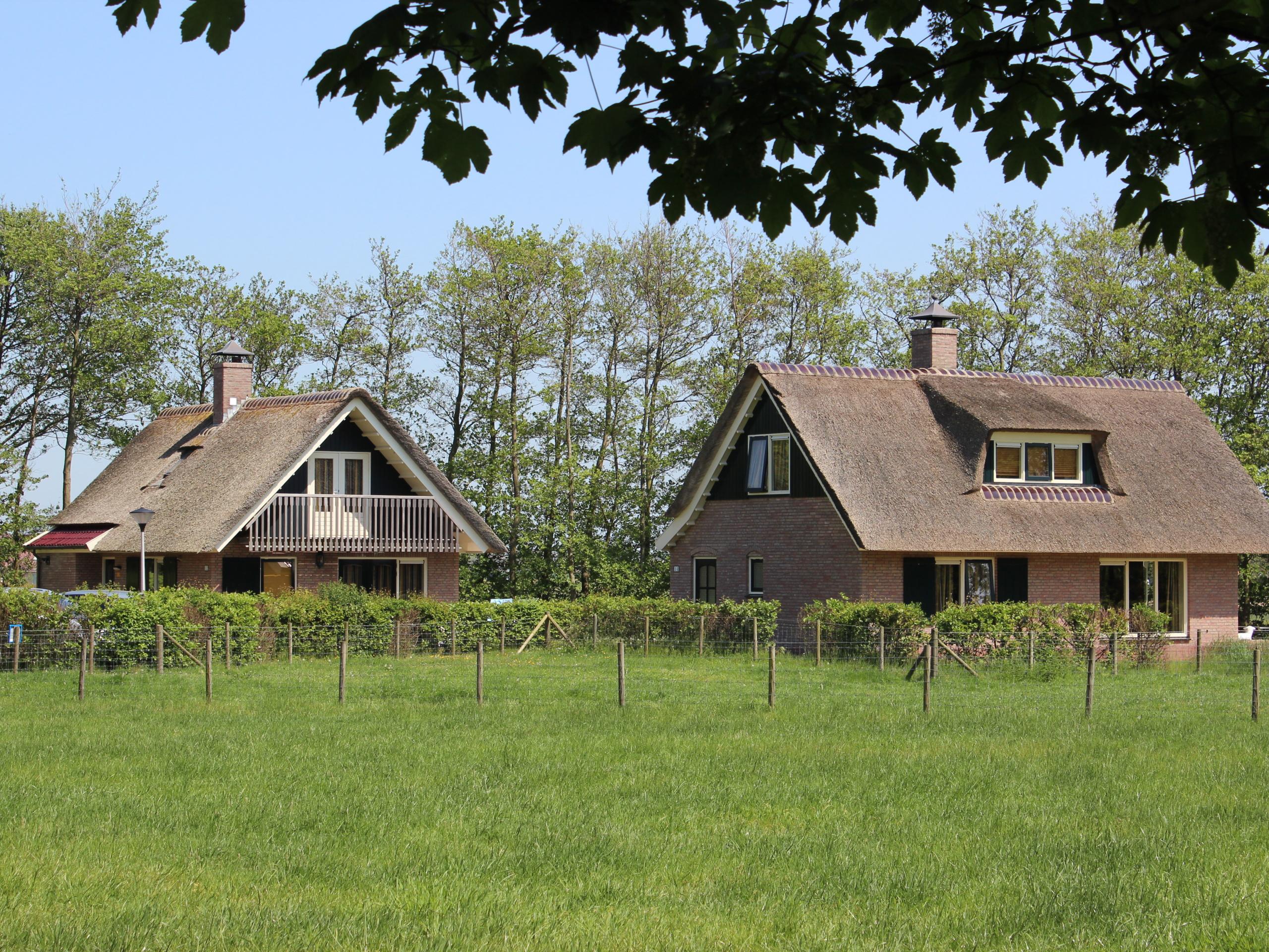 Stijlvol comfortabel vakantiehuis met rieten dak vlakbij De Koog
