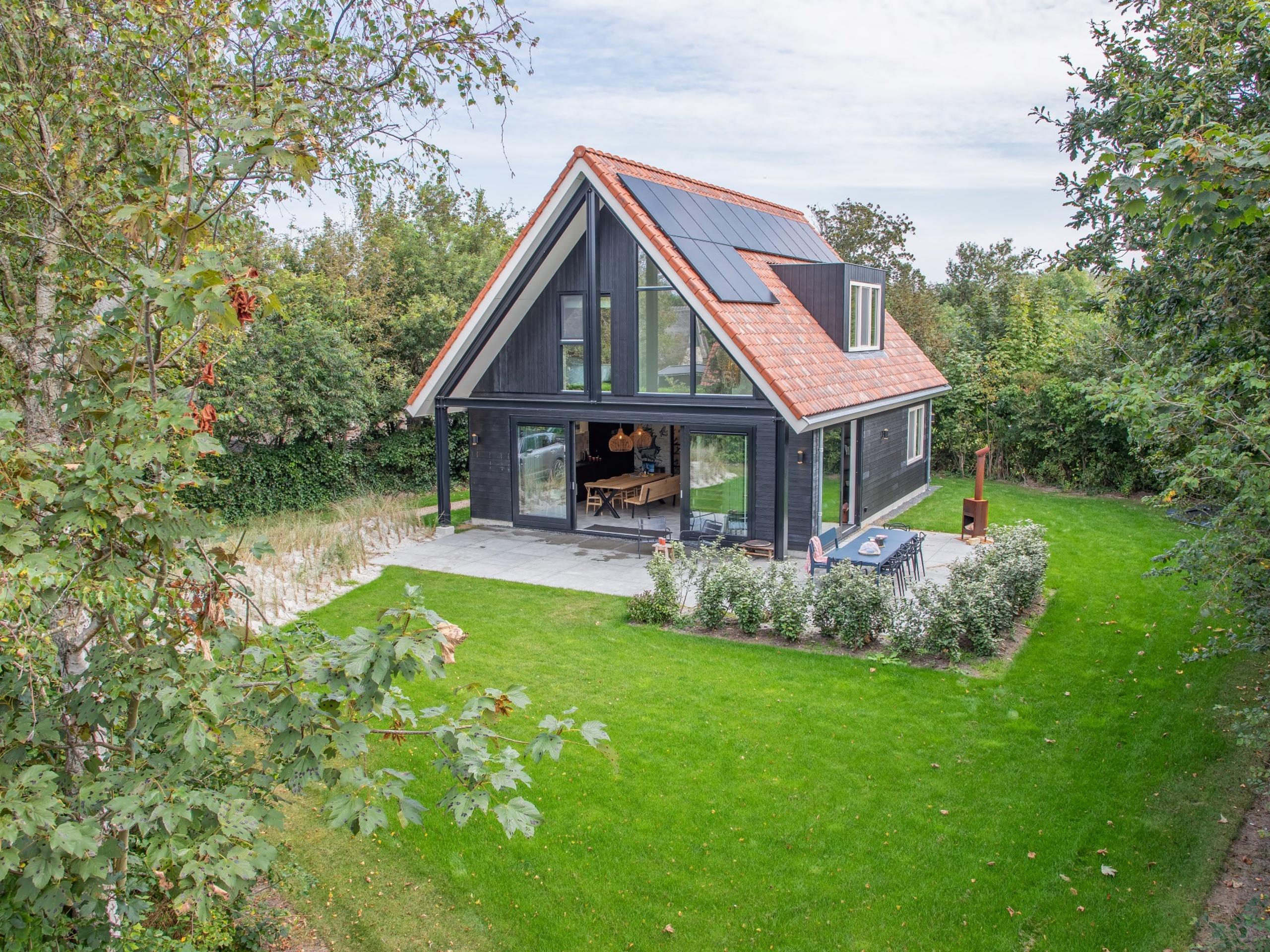 Dit nieuwe vakantiehuis aan de rand van het bos is voorzien van een stijlvolle inrichting