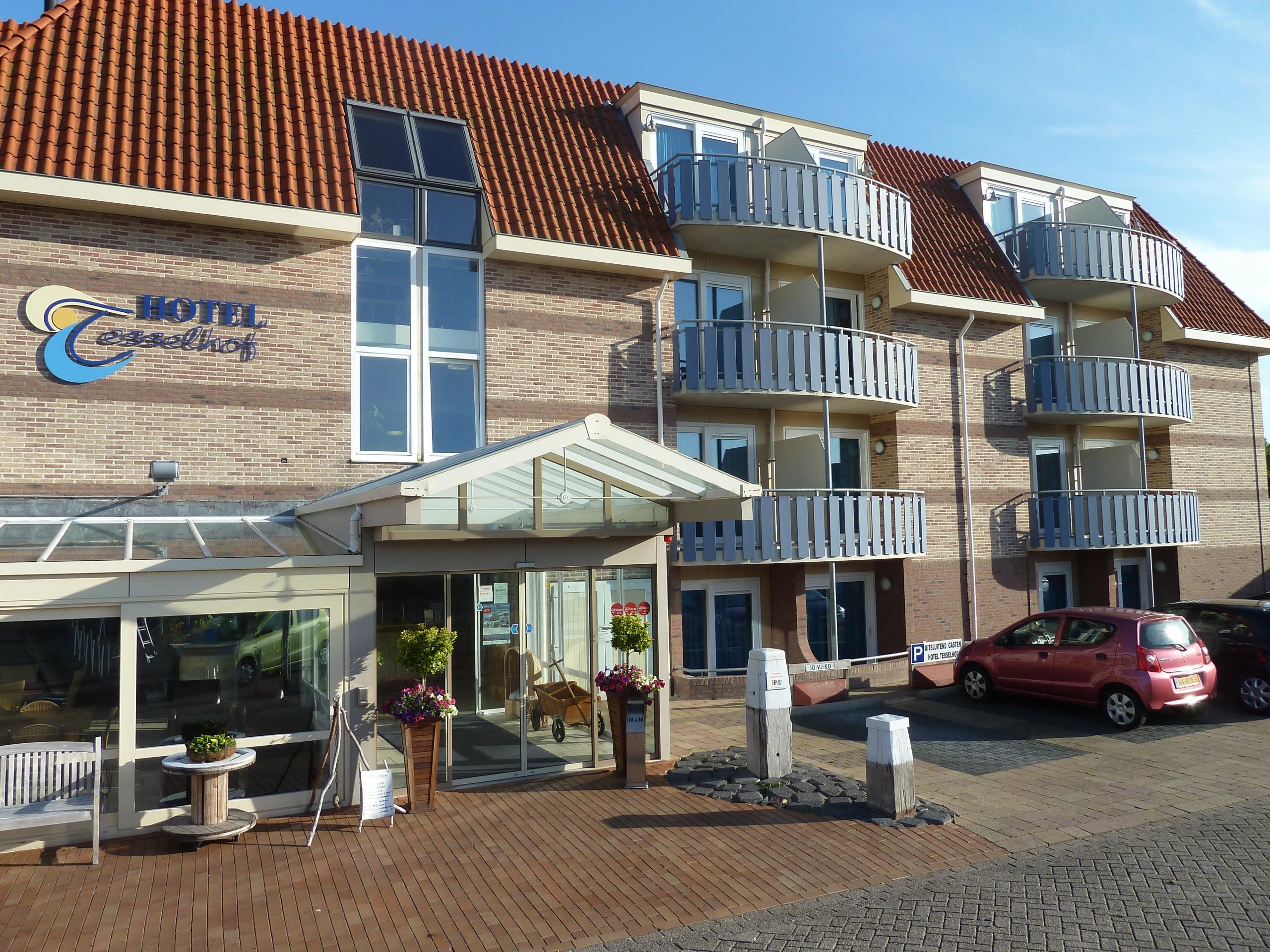 Spacious hotel room with wheelchair-accessible balcony in De Koog