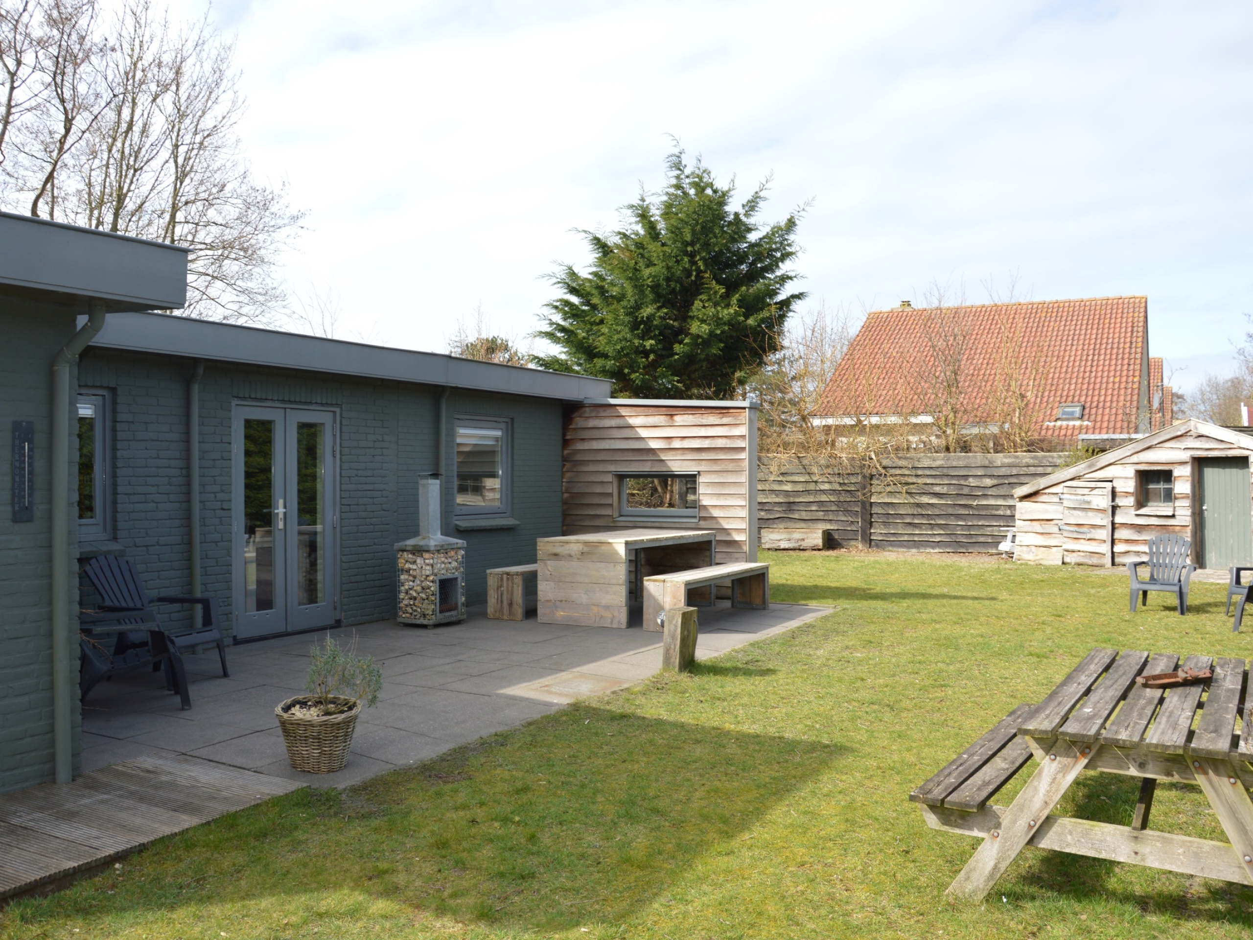 Trendy and comfortable bungalow with lots of privacy in forest De Dennen
