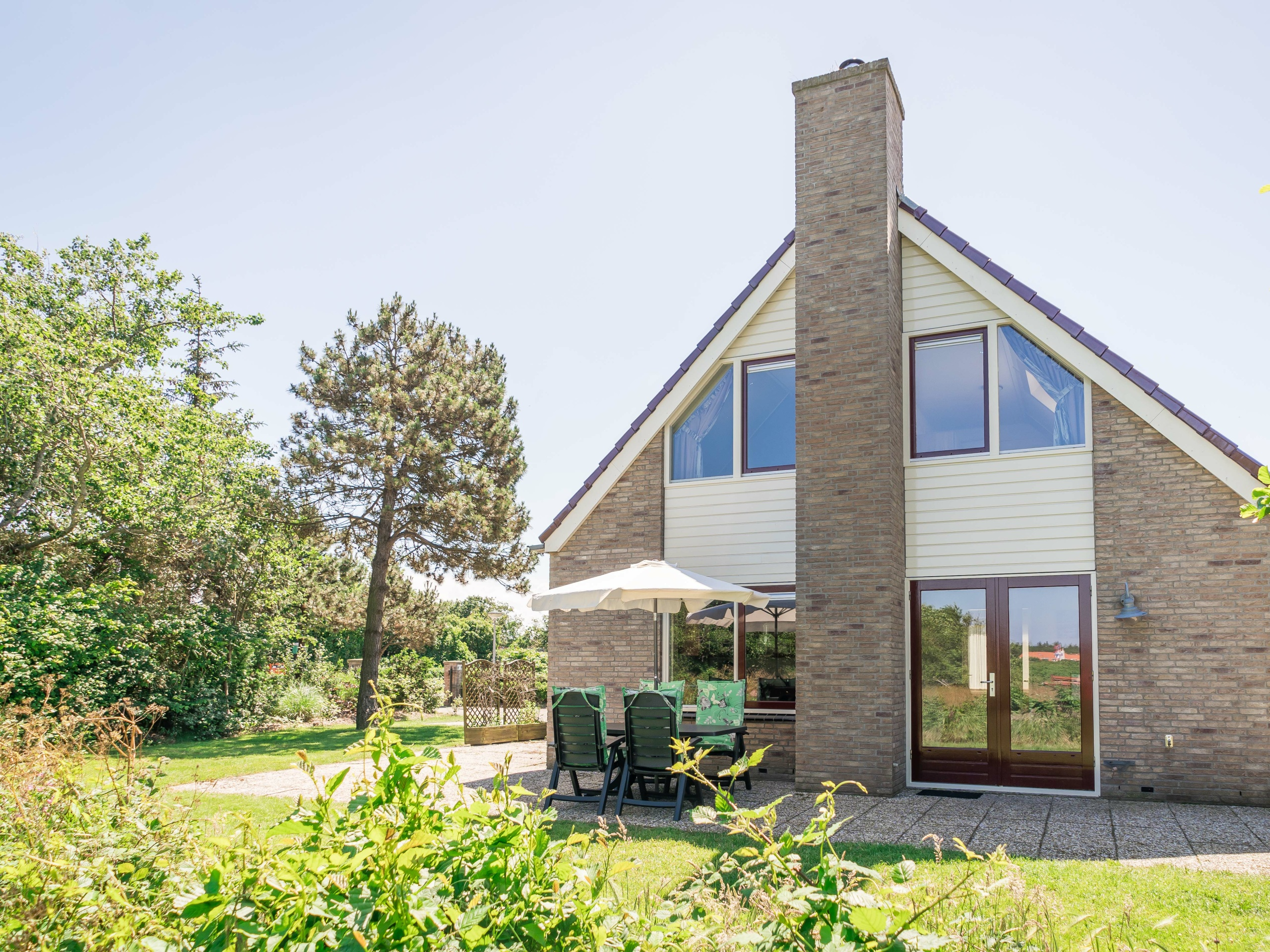 Comfortable holiday home on a small park in a beautiful location near Koog