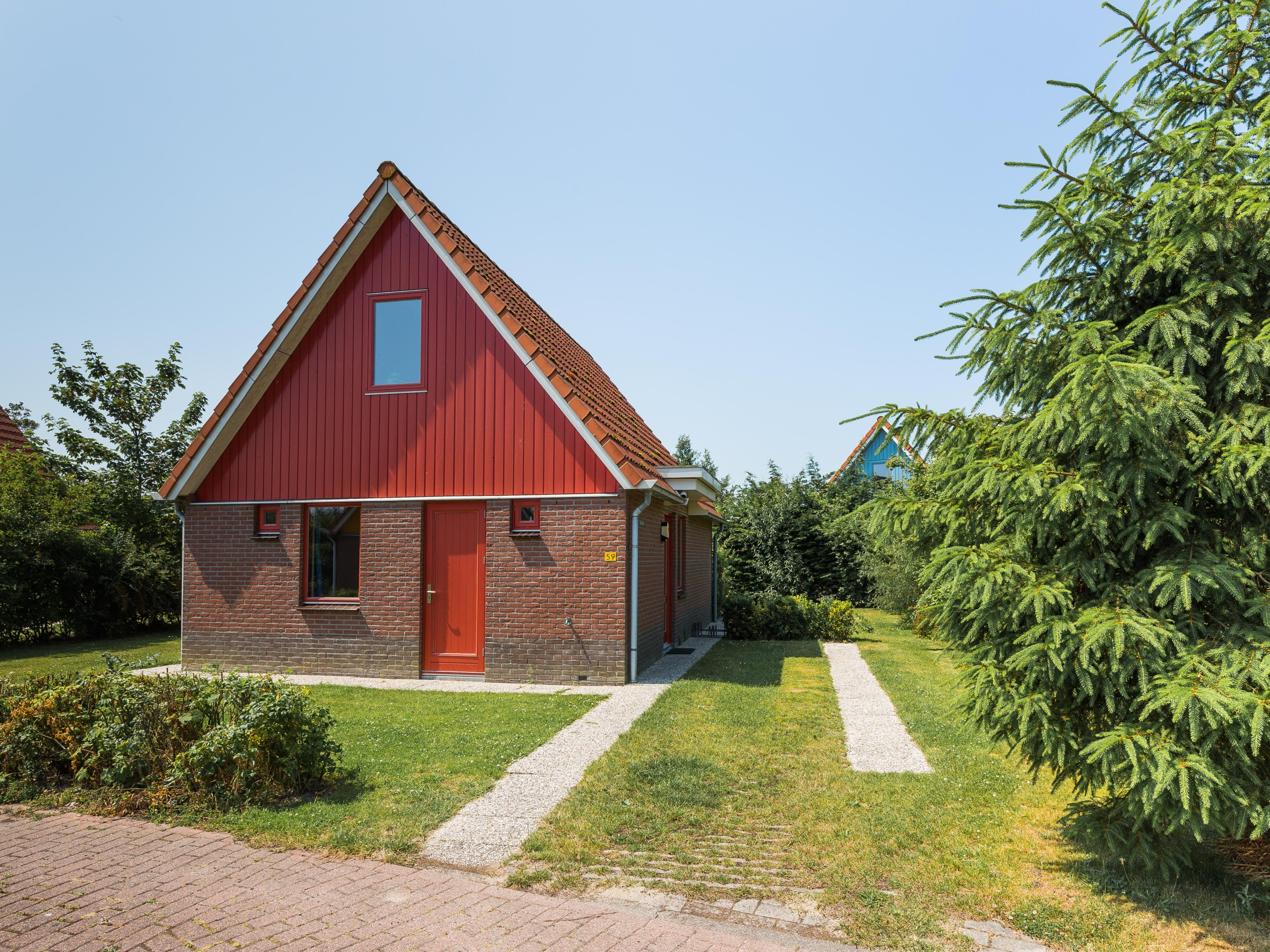Detached holiday home in bungalow park by the Waddenzee