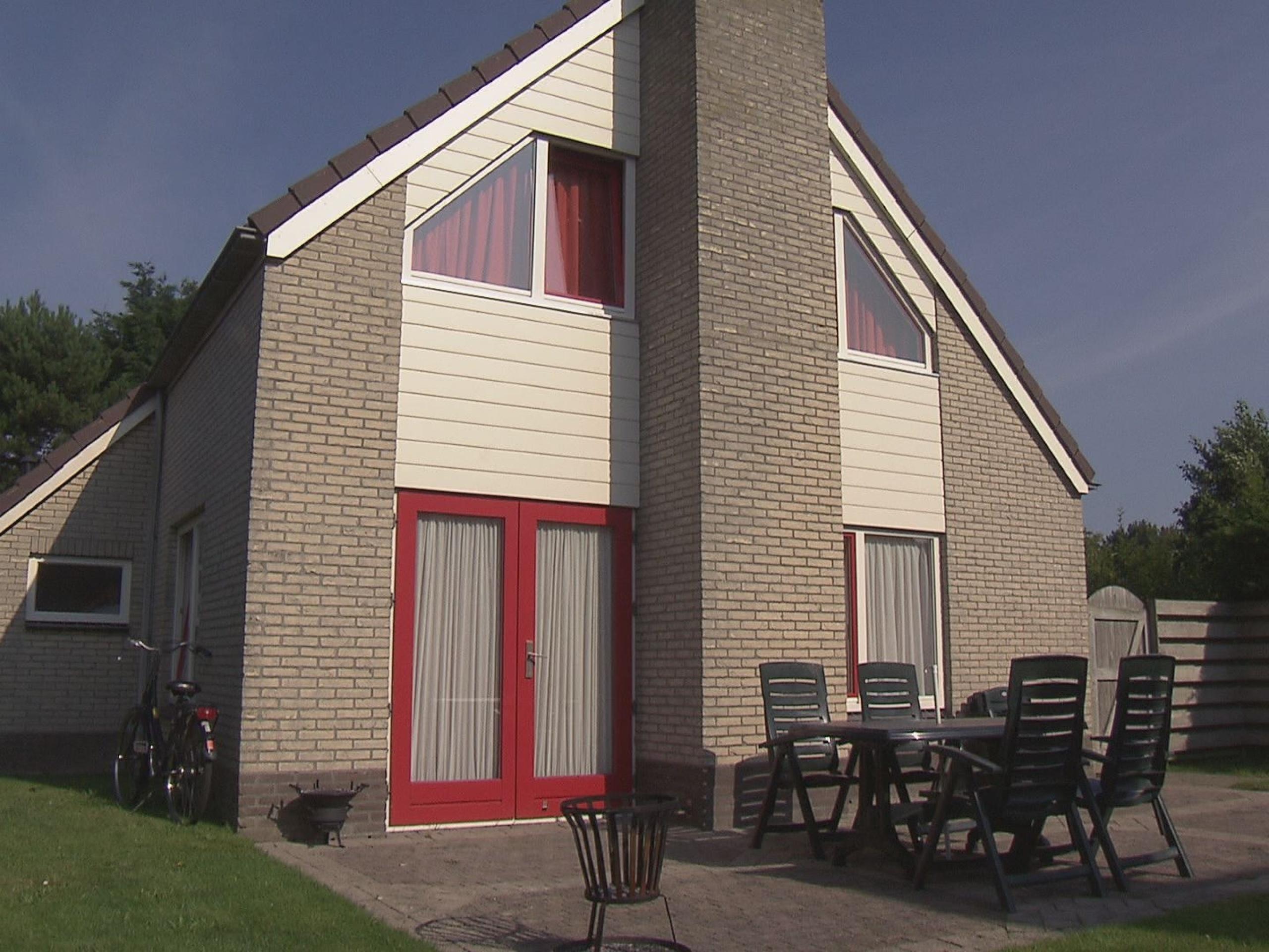 Modernes Ferienhaus mitten in De Cocksdorp in der Nähe des Wattenmeeres