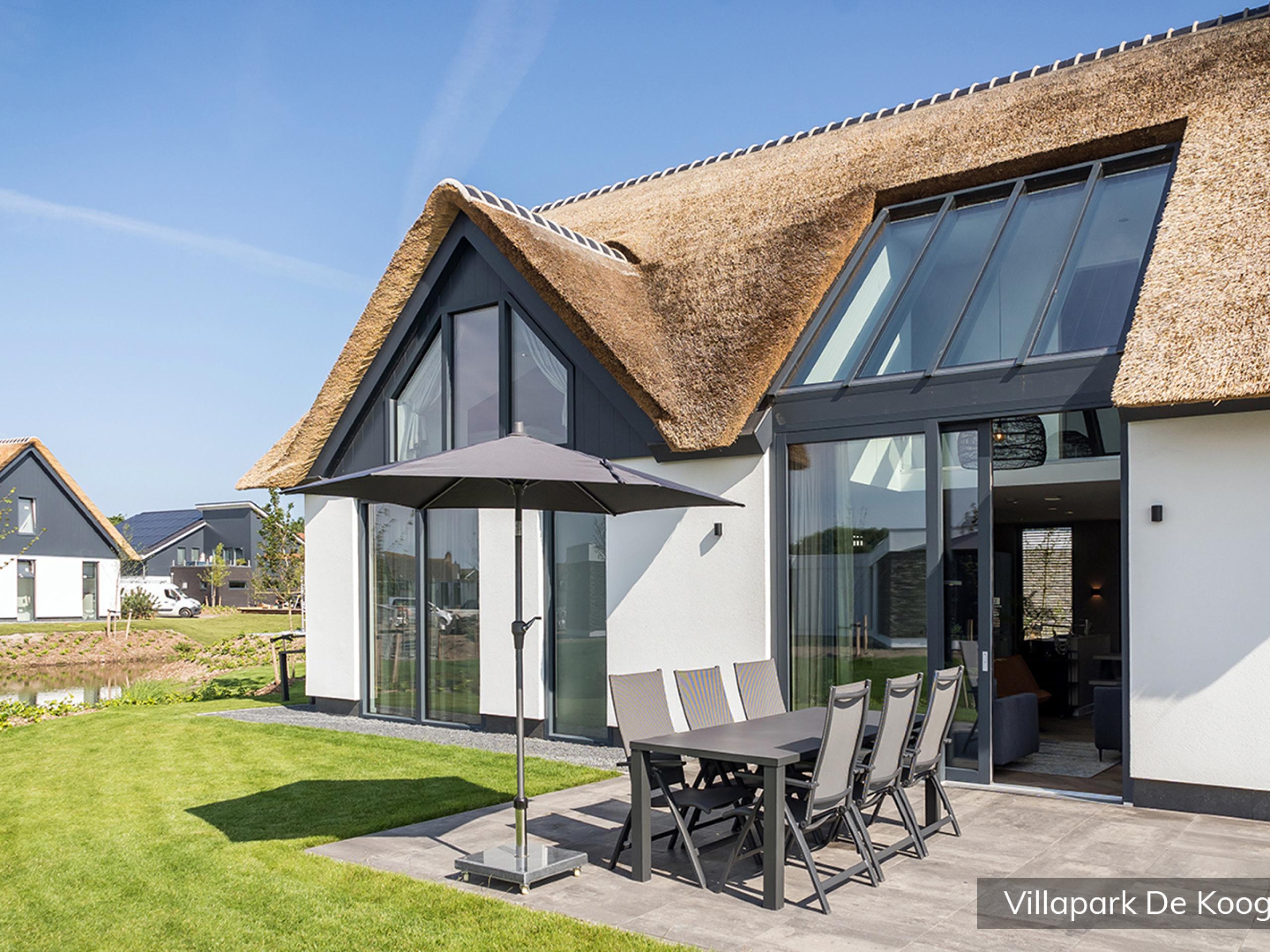 Luxury family villa for 6 people in a villa park in De Koog