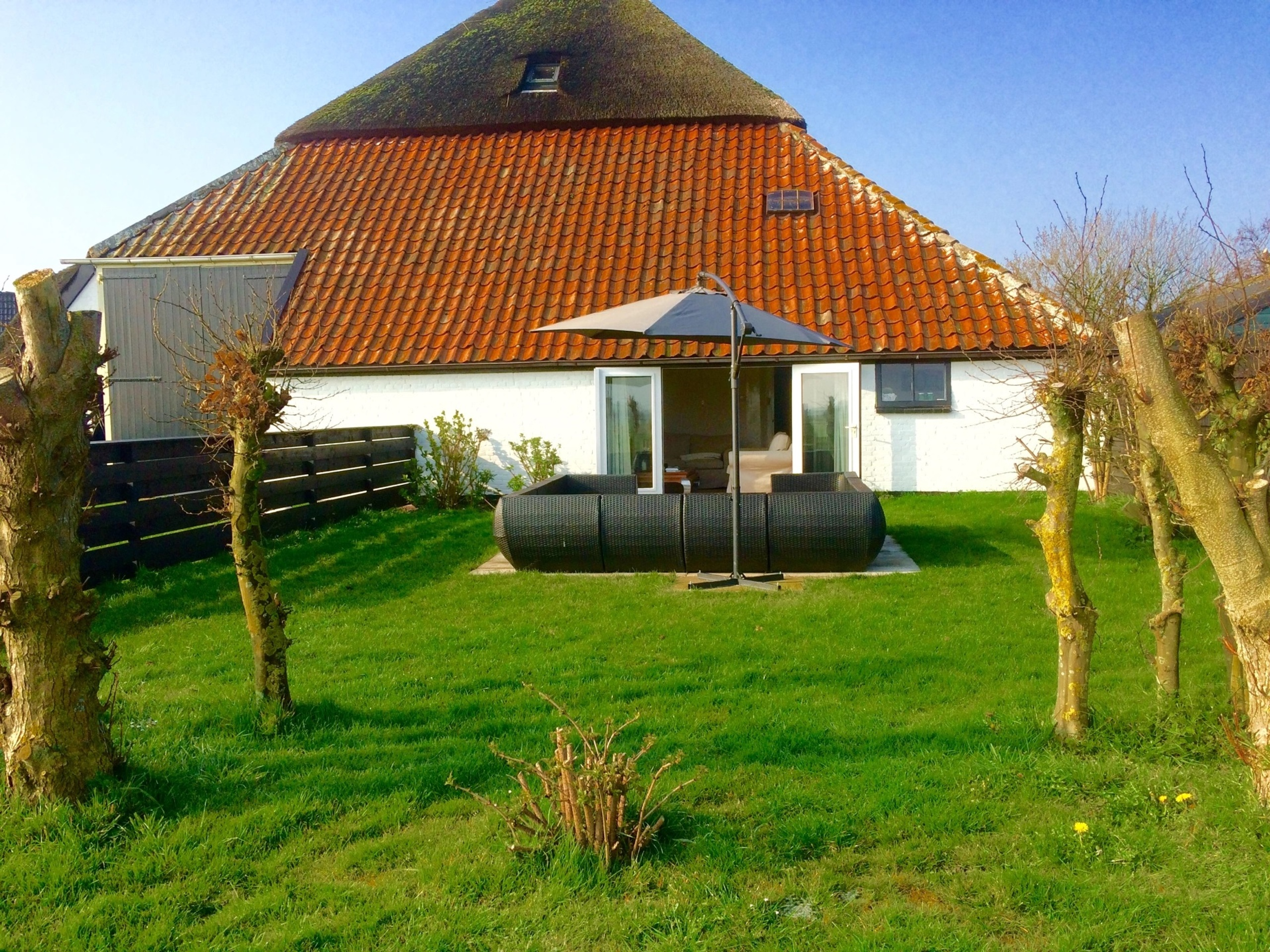 Attractive apartment with enclosed garden and panoramic views near Den Hoorn