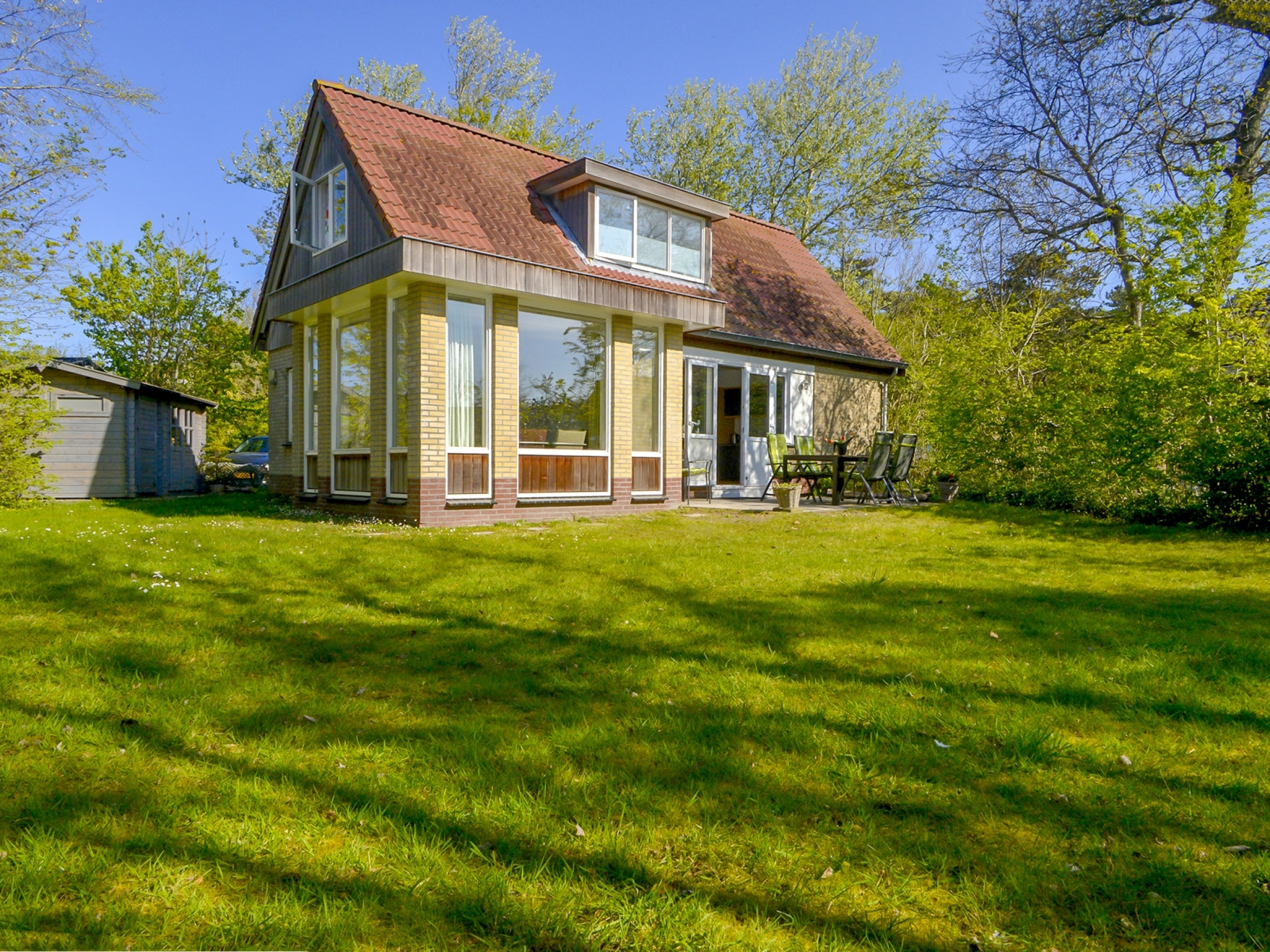 Relax in this tranquil detached holiday home near De Koog