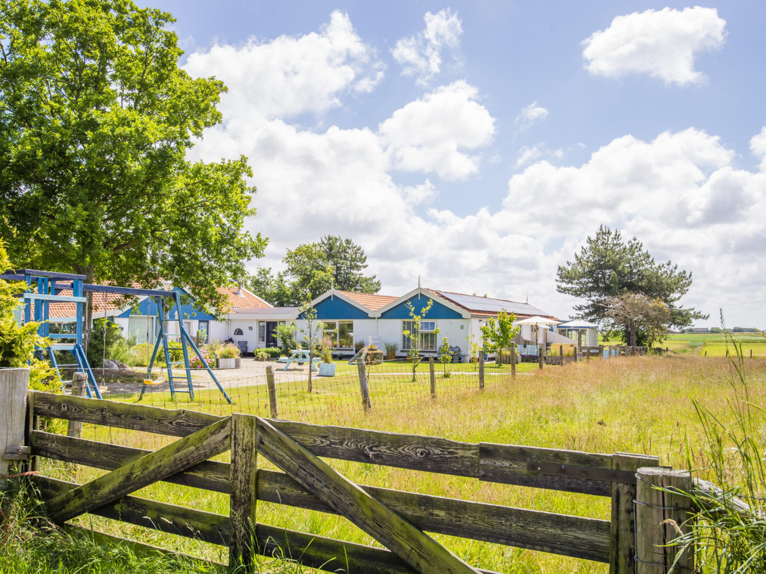 Zonnige ruime studio, landelijk gelegen, met eigen omheind terras, aan de rand van het Dennenbos