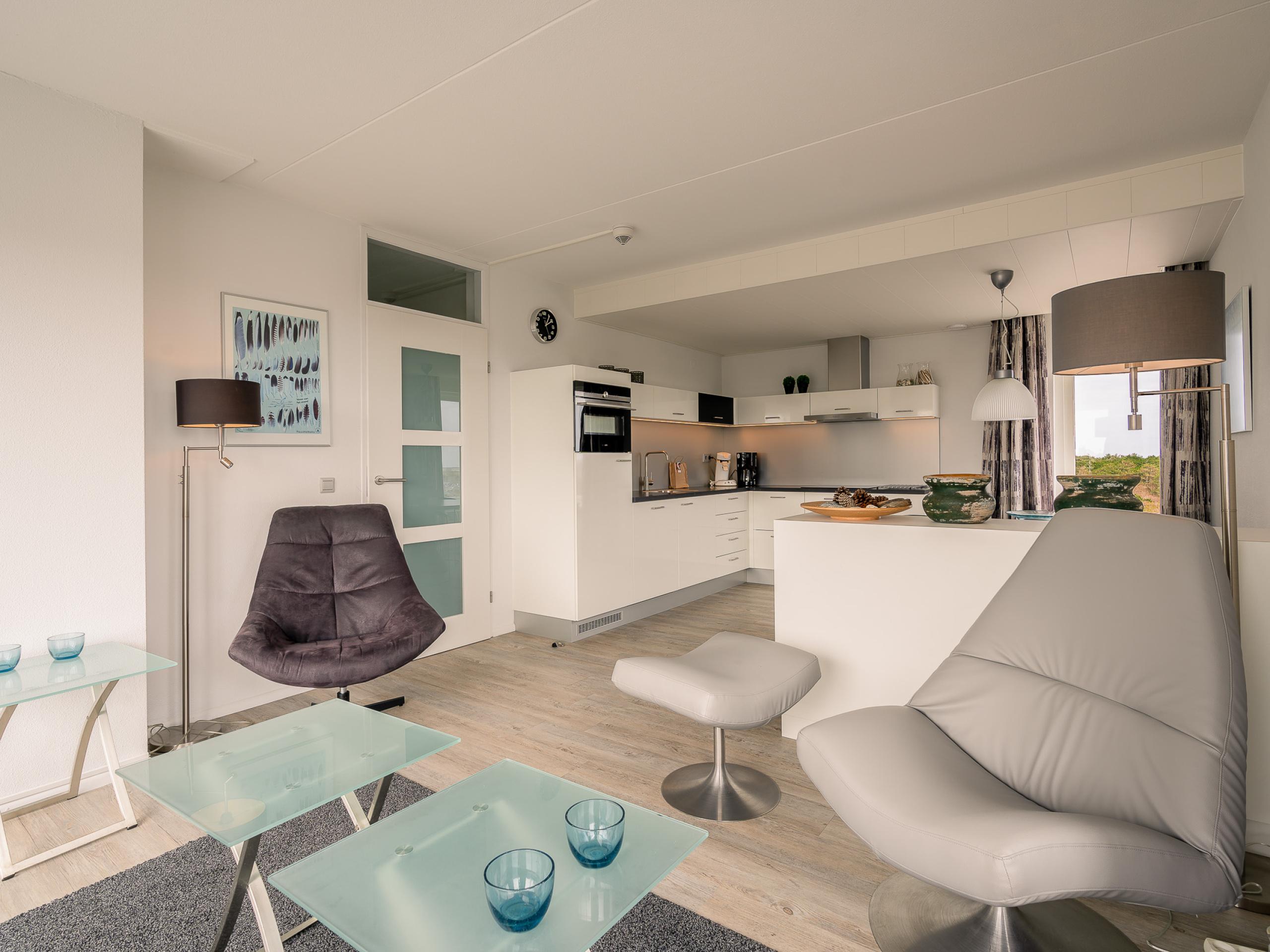 Modern apartment with balcony and views of De Koog