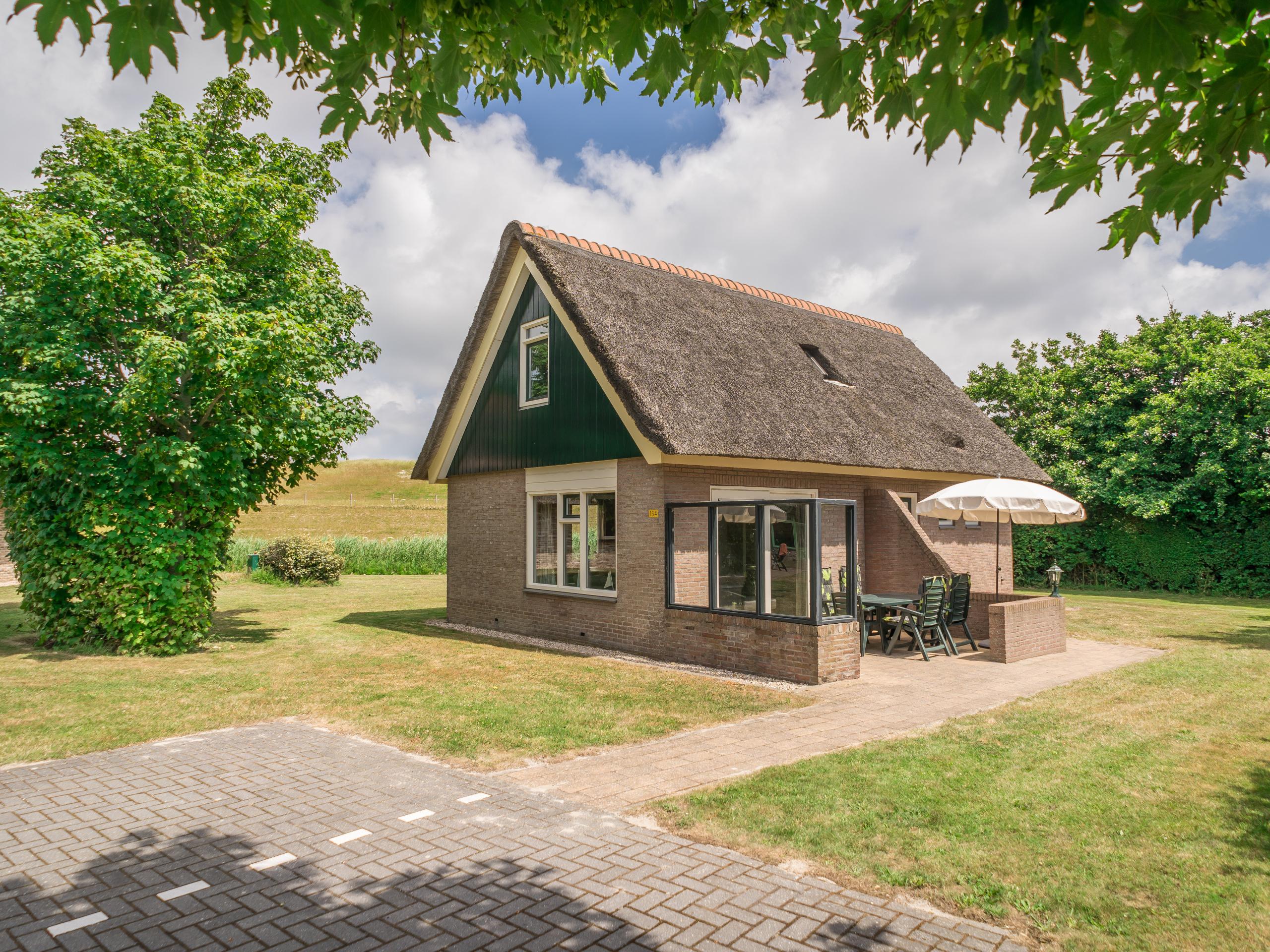 Komfortables Ferienhaus 200 Meter vom Strand entfernt und in der Nähe von De Cocksdorp