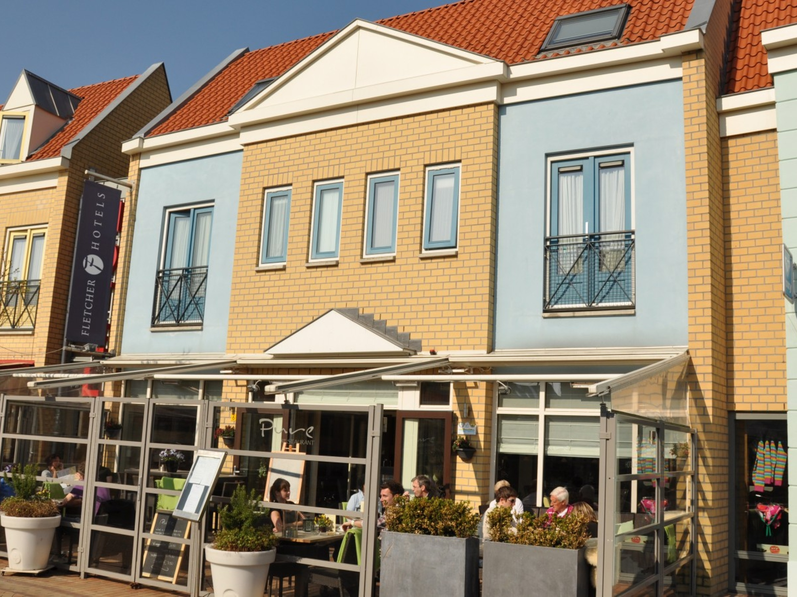 Hotel in the middle of the bustling centre of De Koog