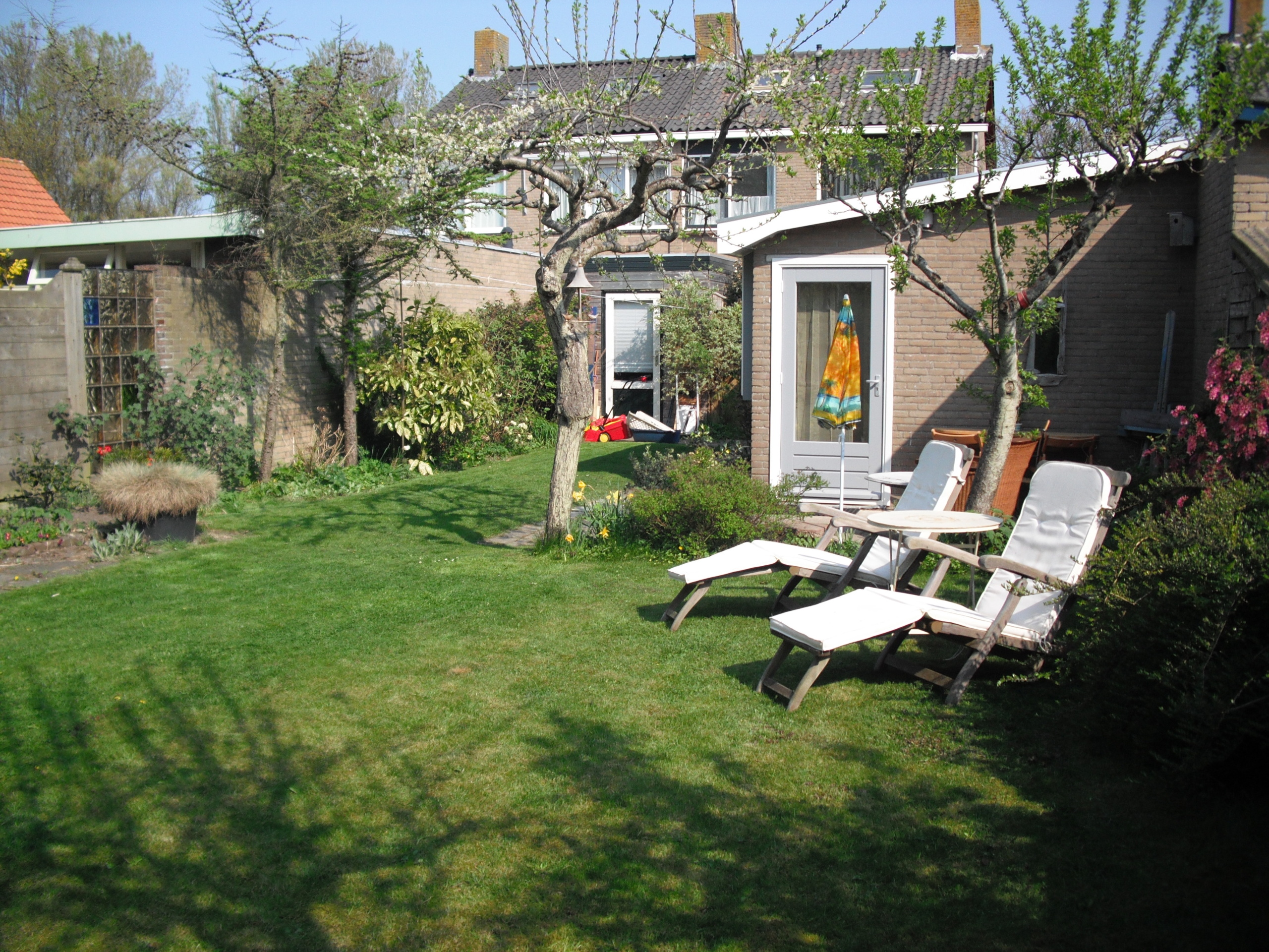 Summer cottage with charming décor near the centre of De Koog