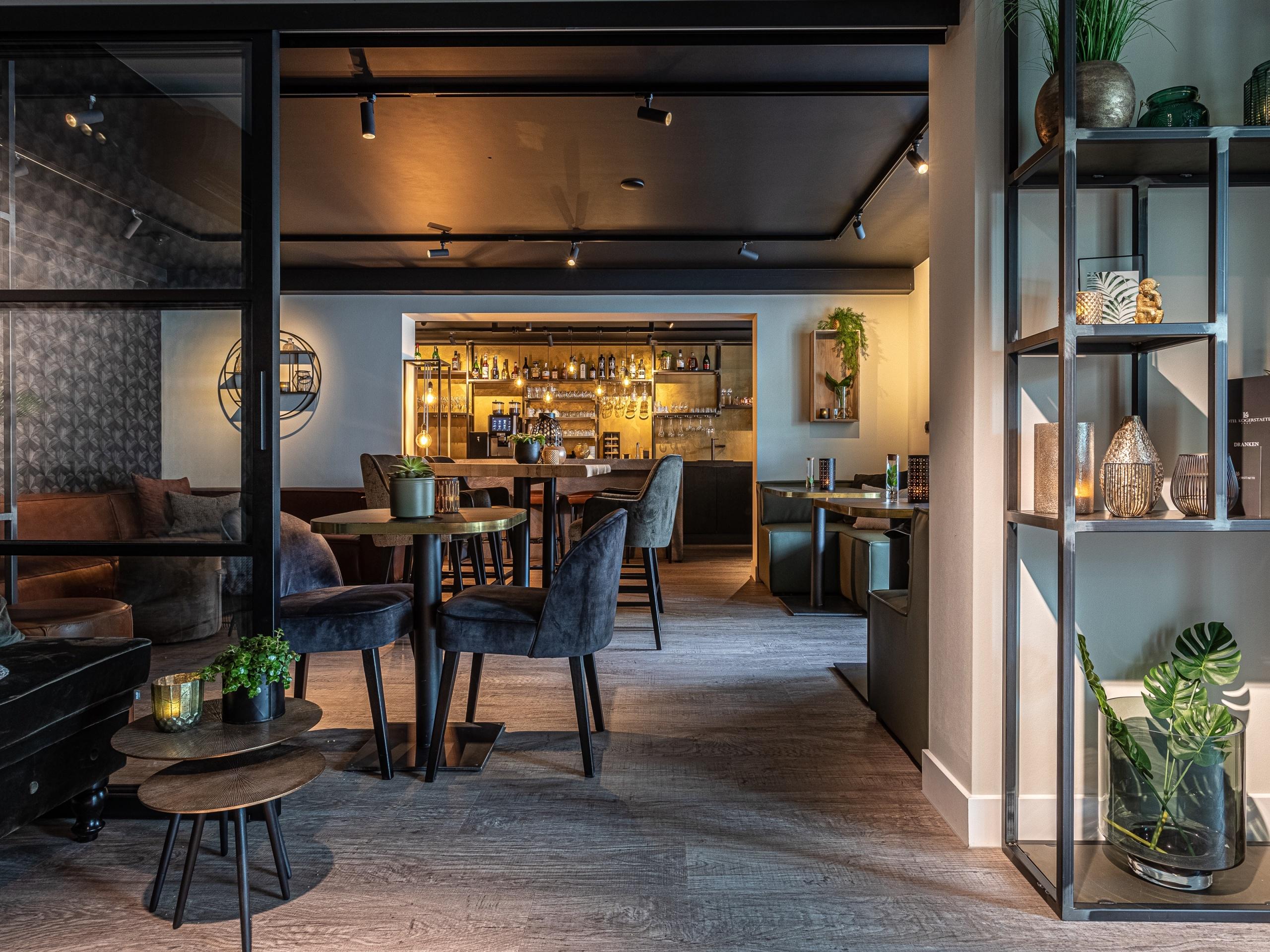 Geräumiges, stilvolles Zimmer mit Dampfdusche in zentraler Lage in De Koog