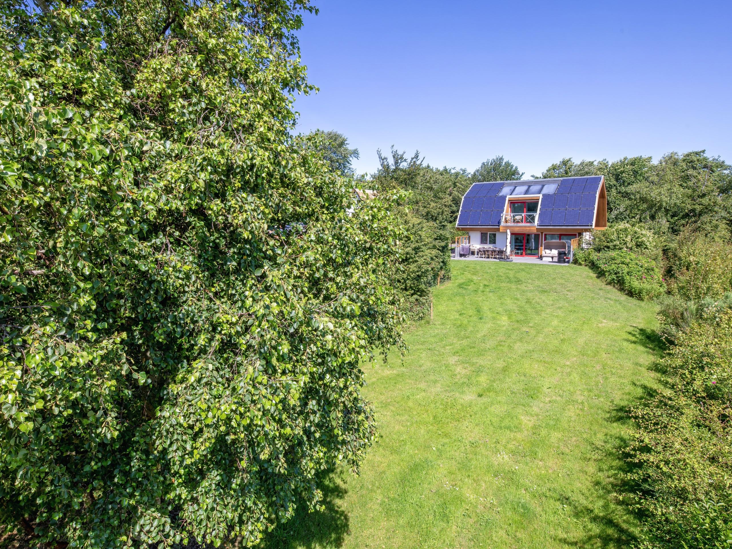 Luxe vakantiehuis met grote, beschutte tuin rustig gelegen aan de bosrand