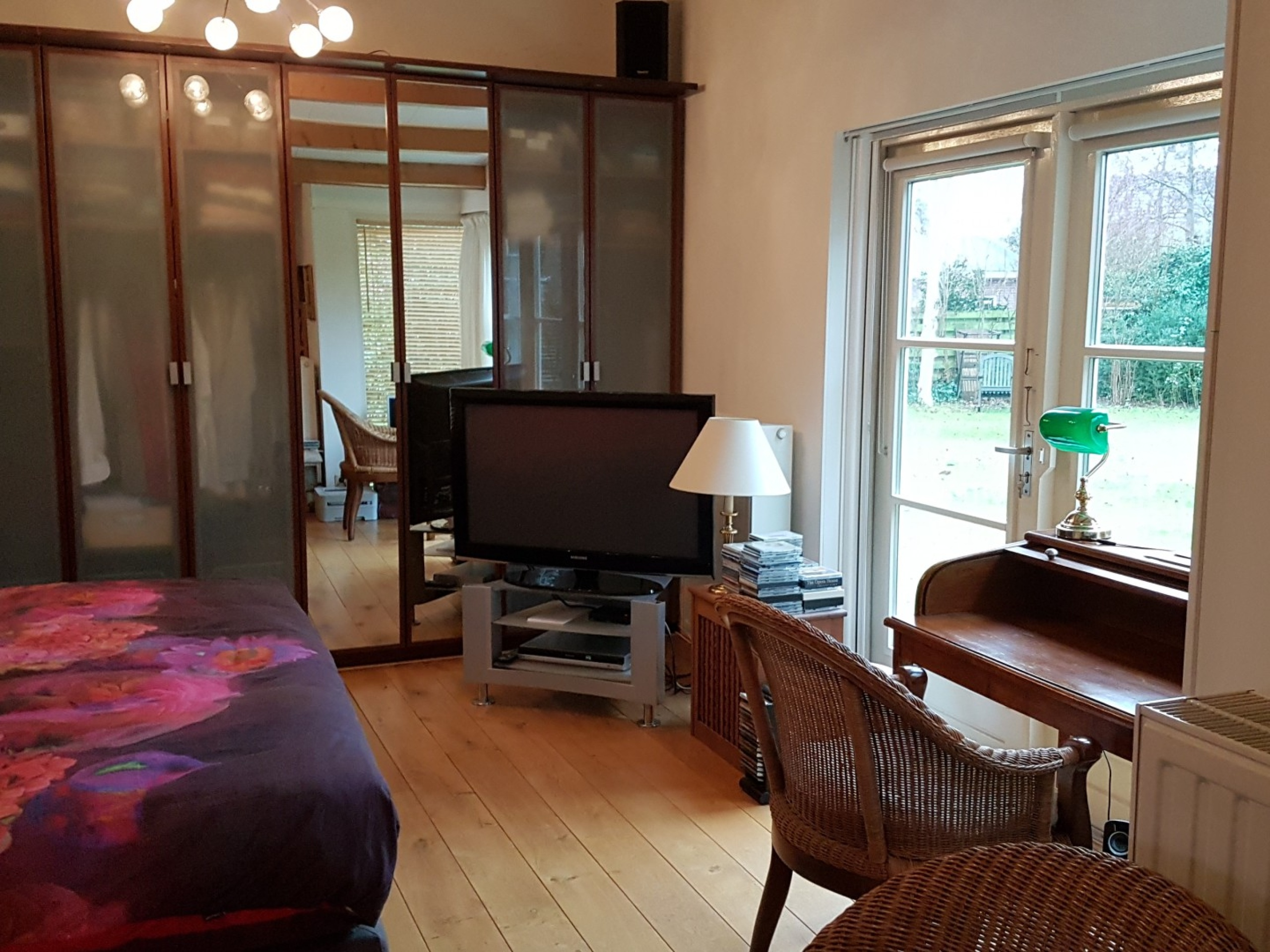 Spacious fully furnished B&B room in the green and yet in the middle of Den Burg