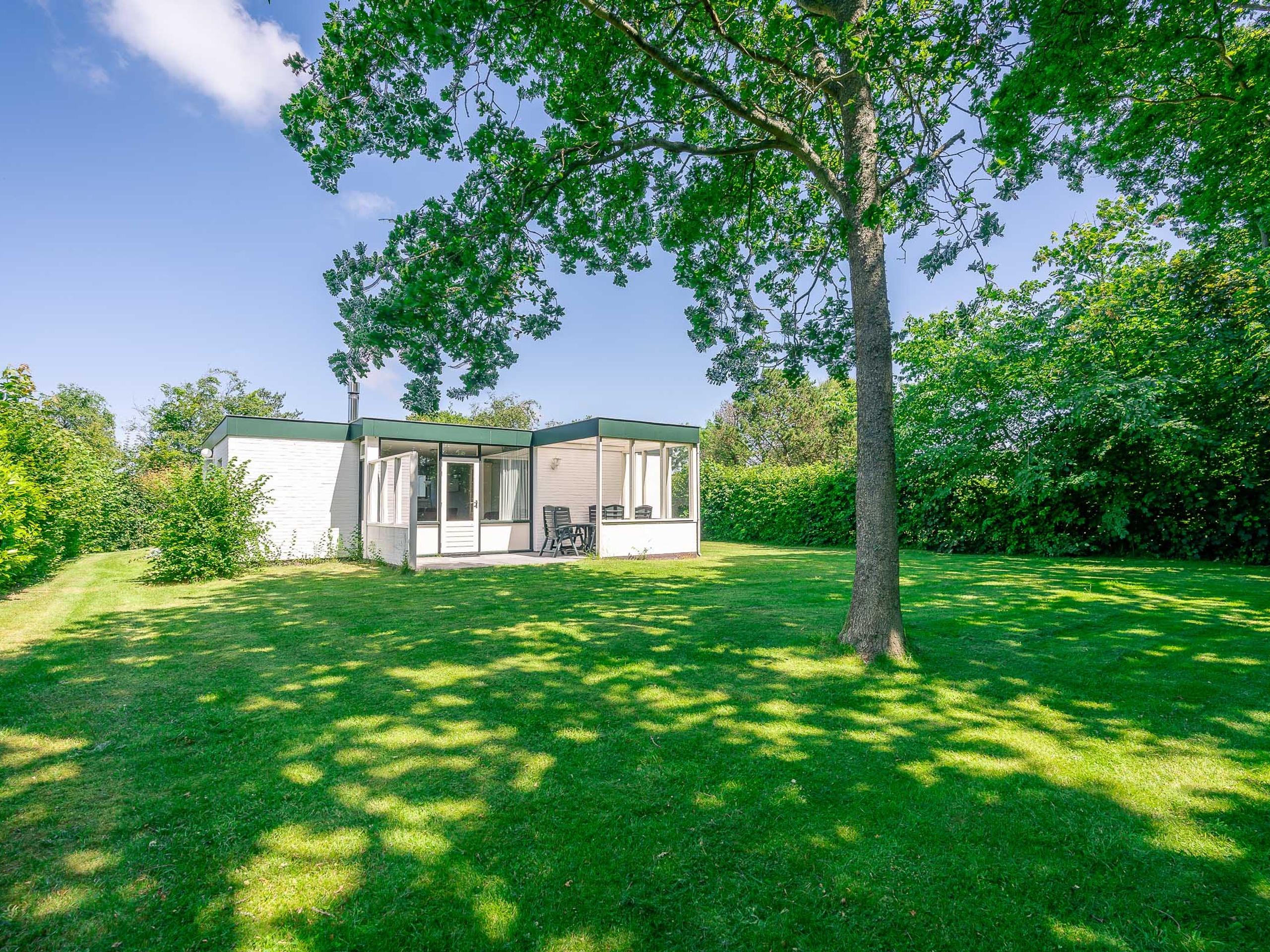 Detached bungalow in De Parel park on the edge of the forest