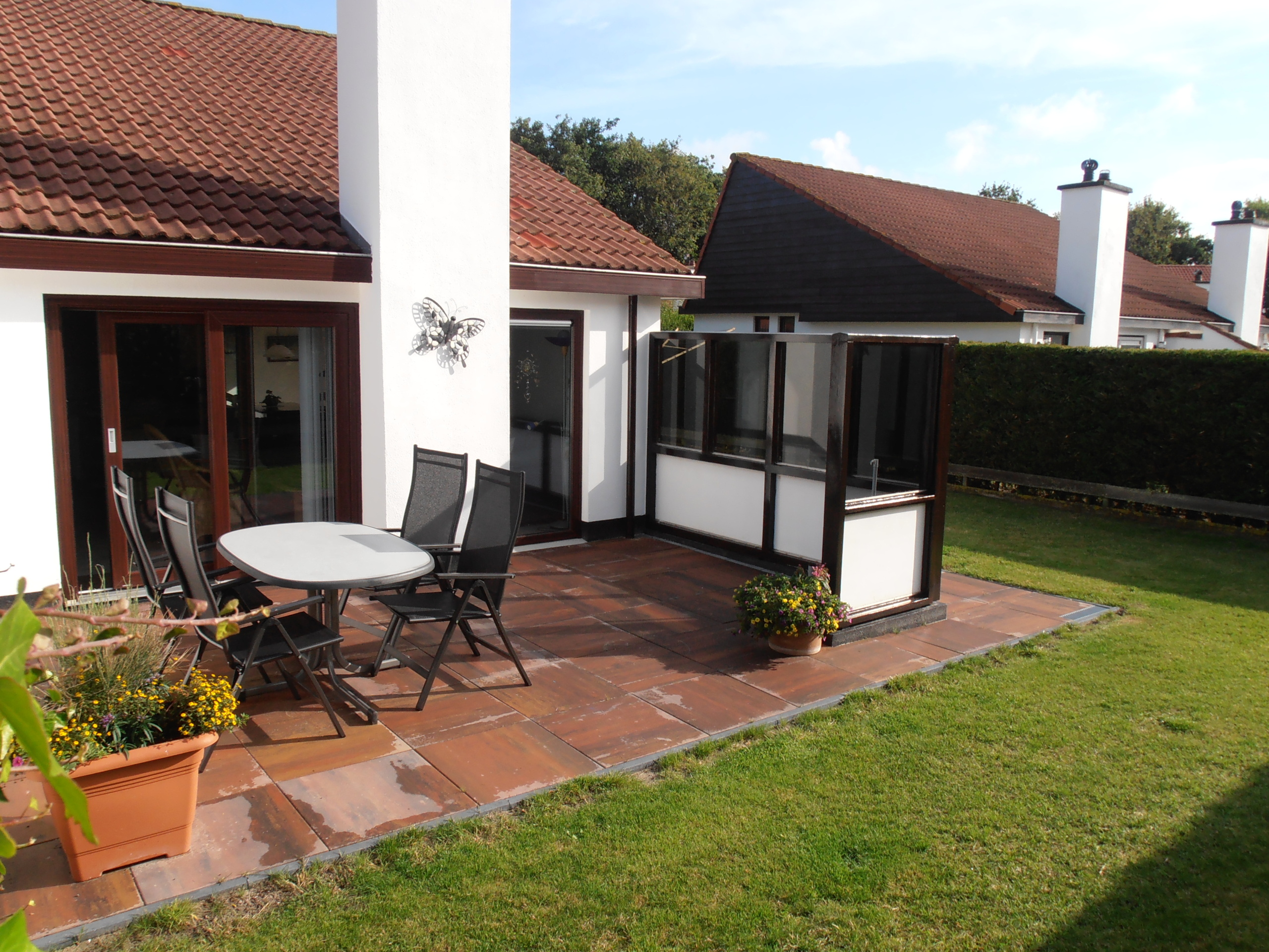 Ideally located holiday home with a spacious garden in forest De Dennen