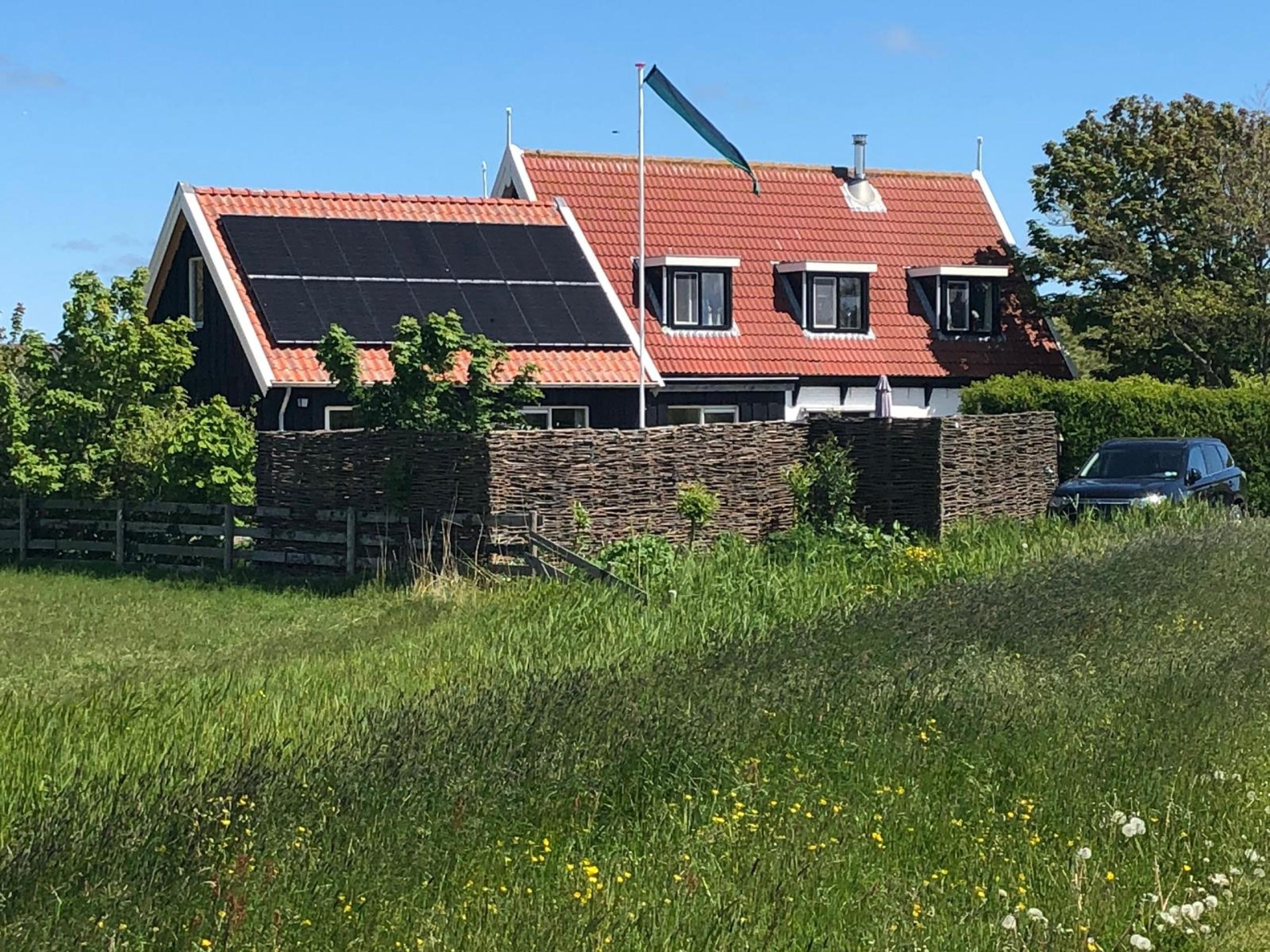 """Ruim gastenverblijf gelegen aan de Waddendijk halverwege de """"Vogelboulevard"""""""