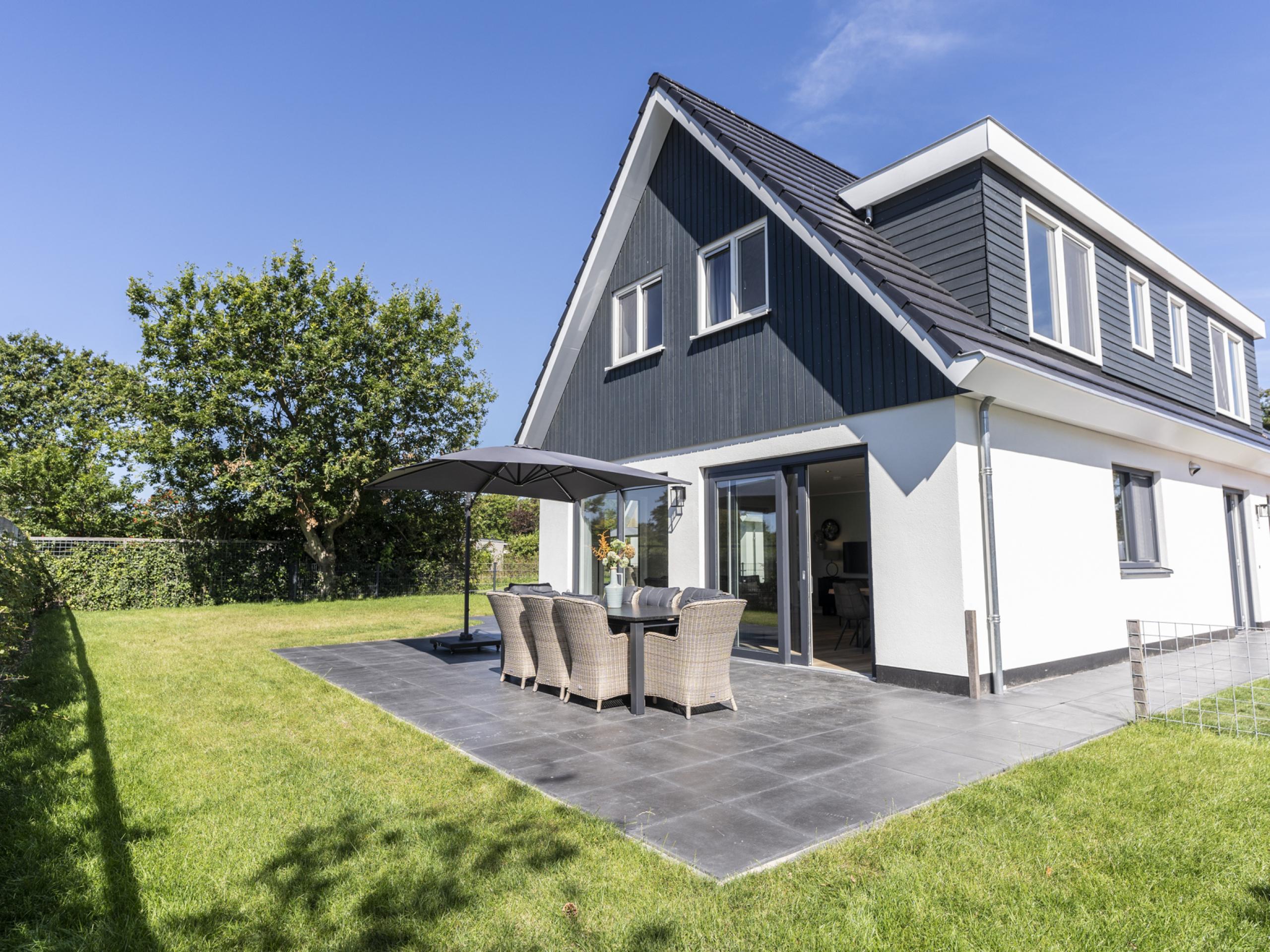 Luxus Ferienhaus in der Nähe von Nordseestrand, Wald und Dünen