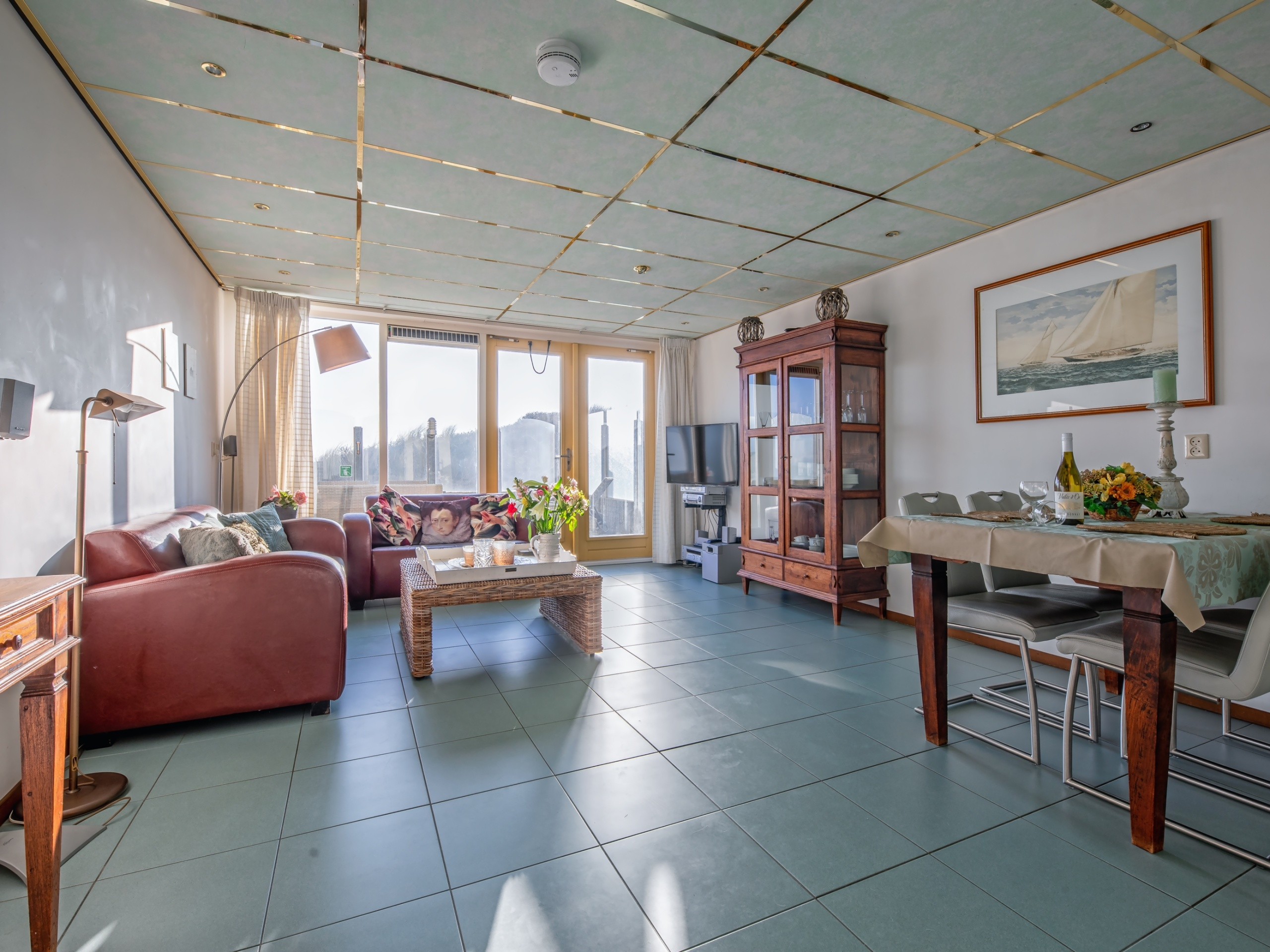 Comfortable apartment with private terrace right by the sea at De Koog