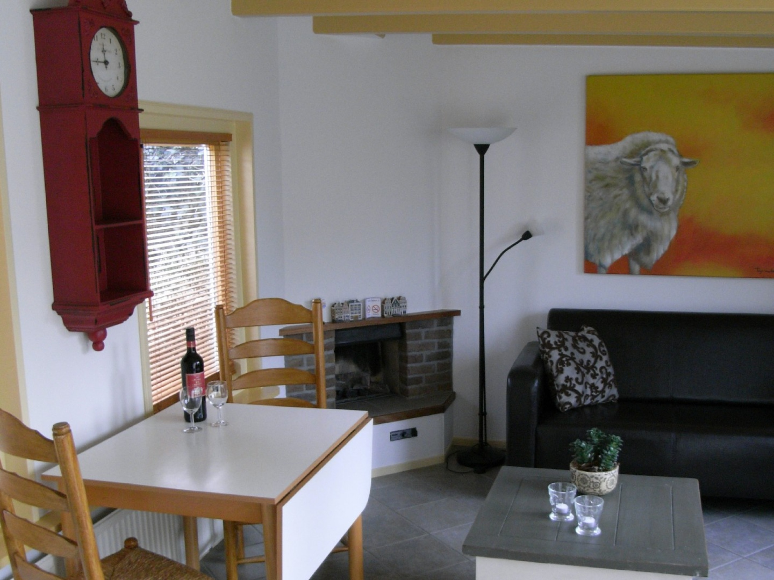 Enjoy this cosy holiday home with terrace in central Den Burg