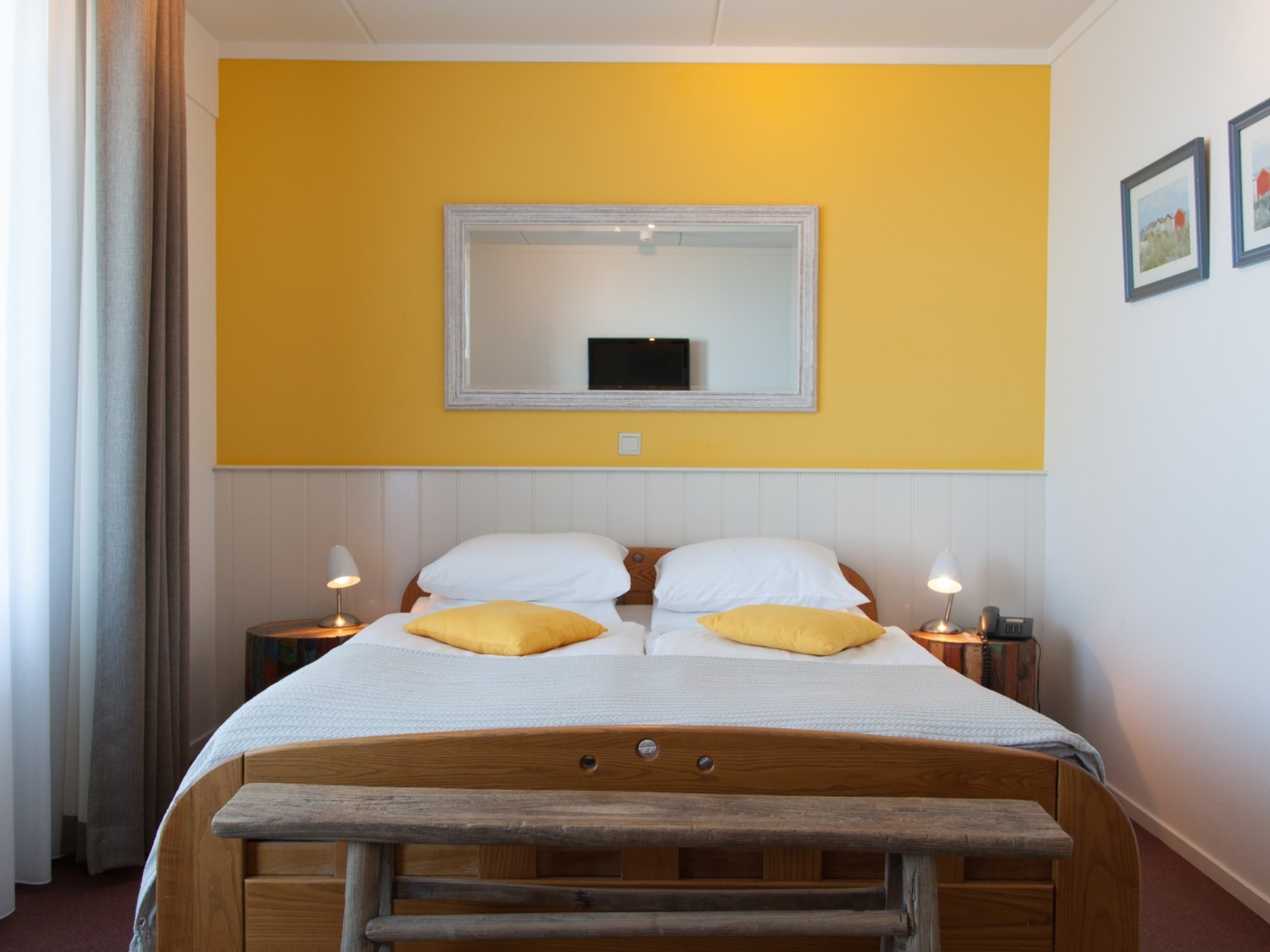 Spacious luxury hotel rooms right by the sea and near De Koog