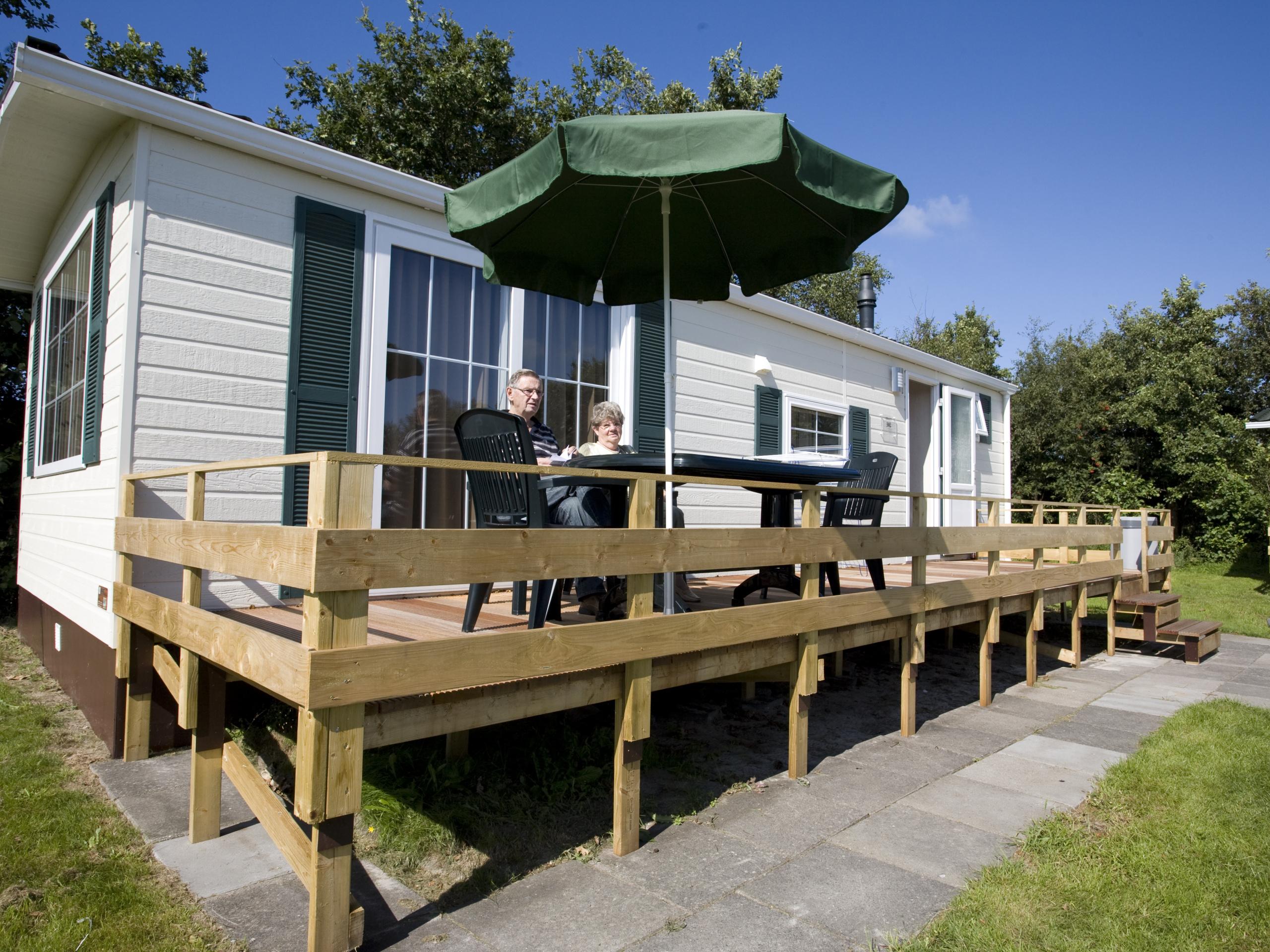 Een modern chalet op een leuk park met een ideale ligging aan de rand van het bos