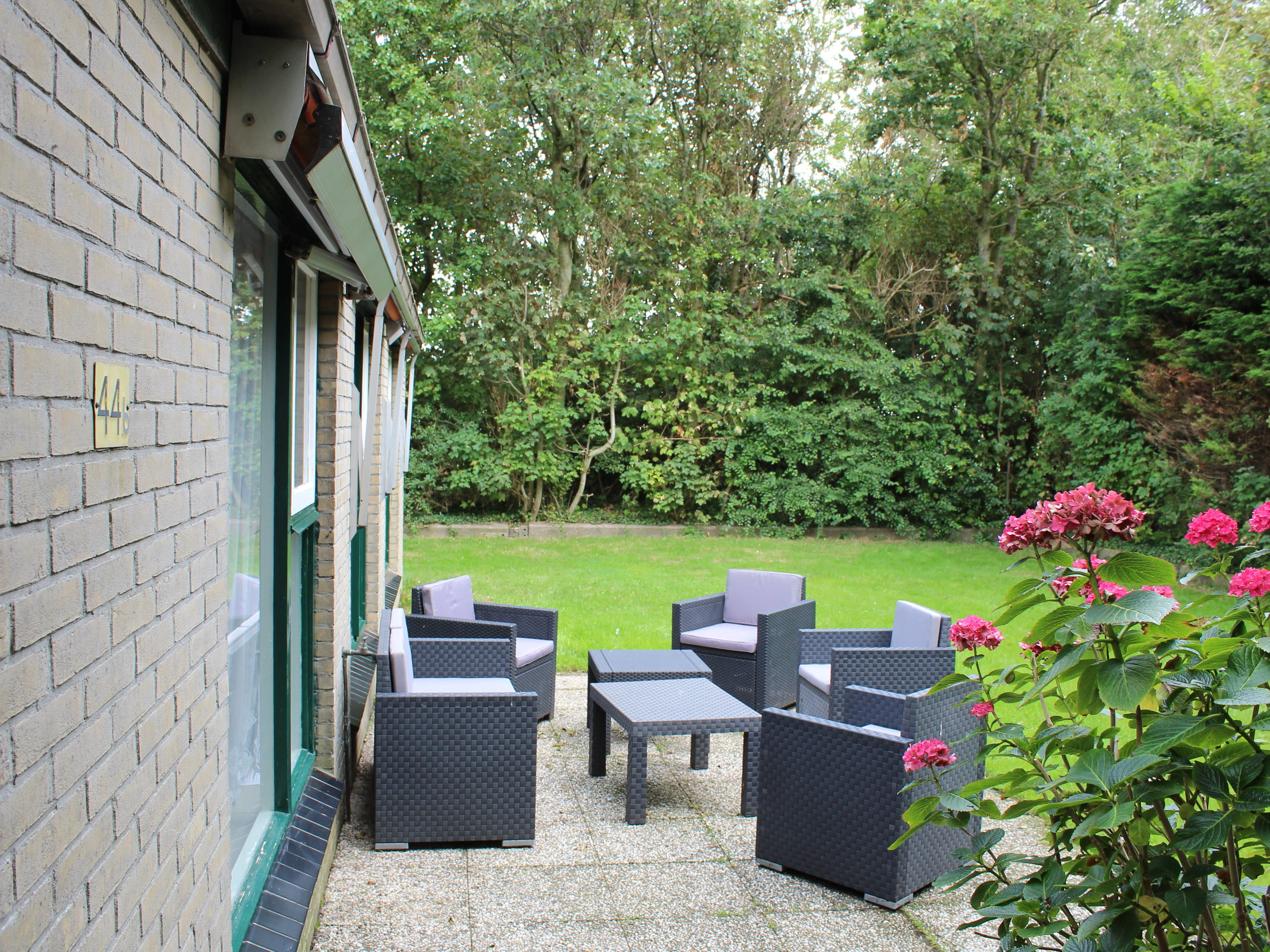 Spacious free-standing holiday home with a rural view in Oosterend
