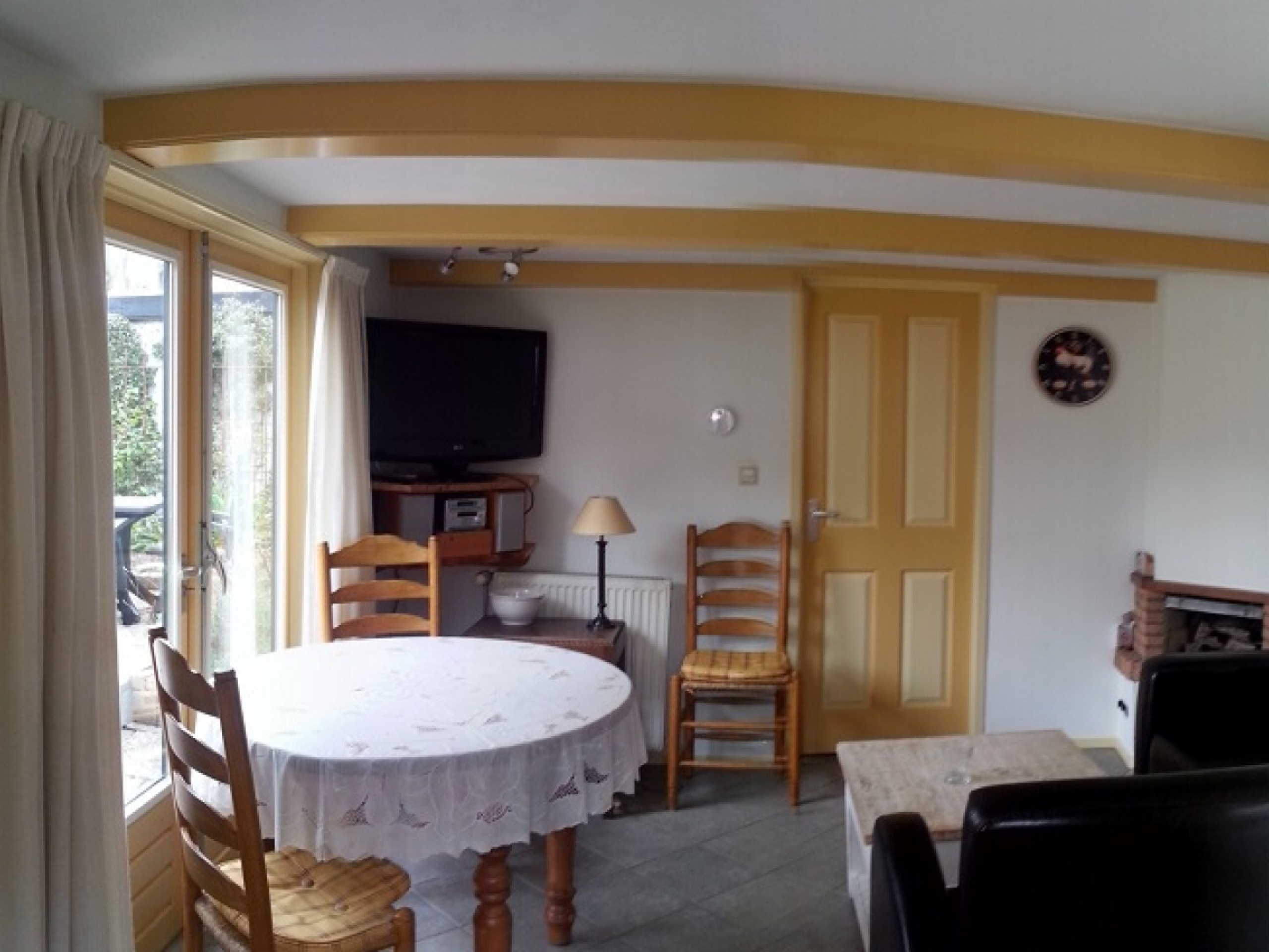 Compact house in Den Burg with great feel and lovely rose garden