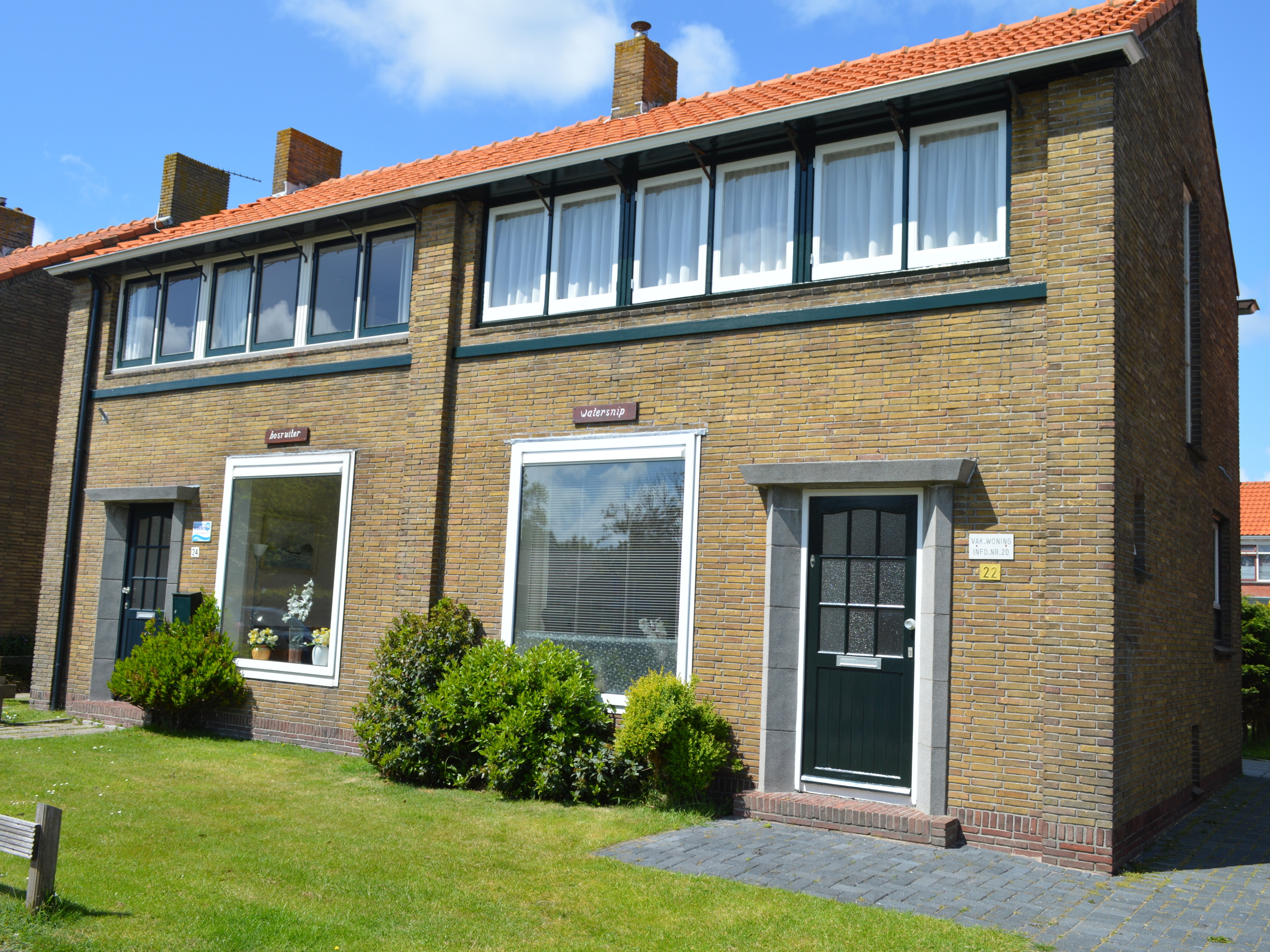 Lovely holiday home located on the Brink near the beach and sea in the middle of De Koog