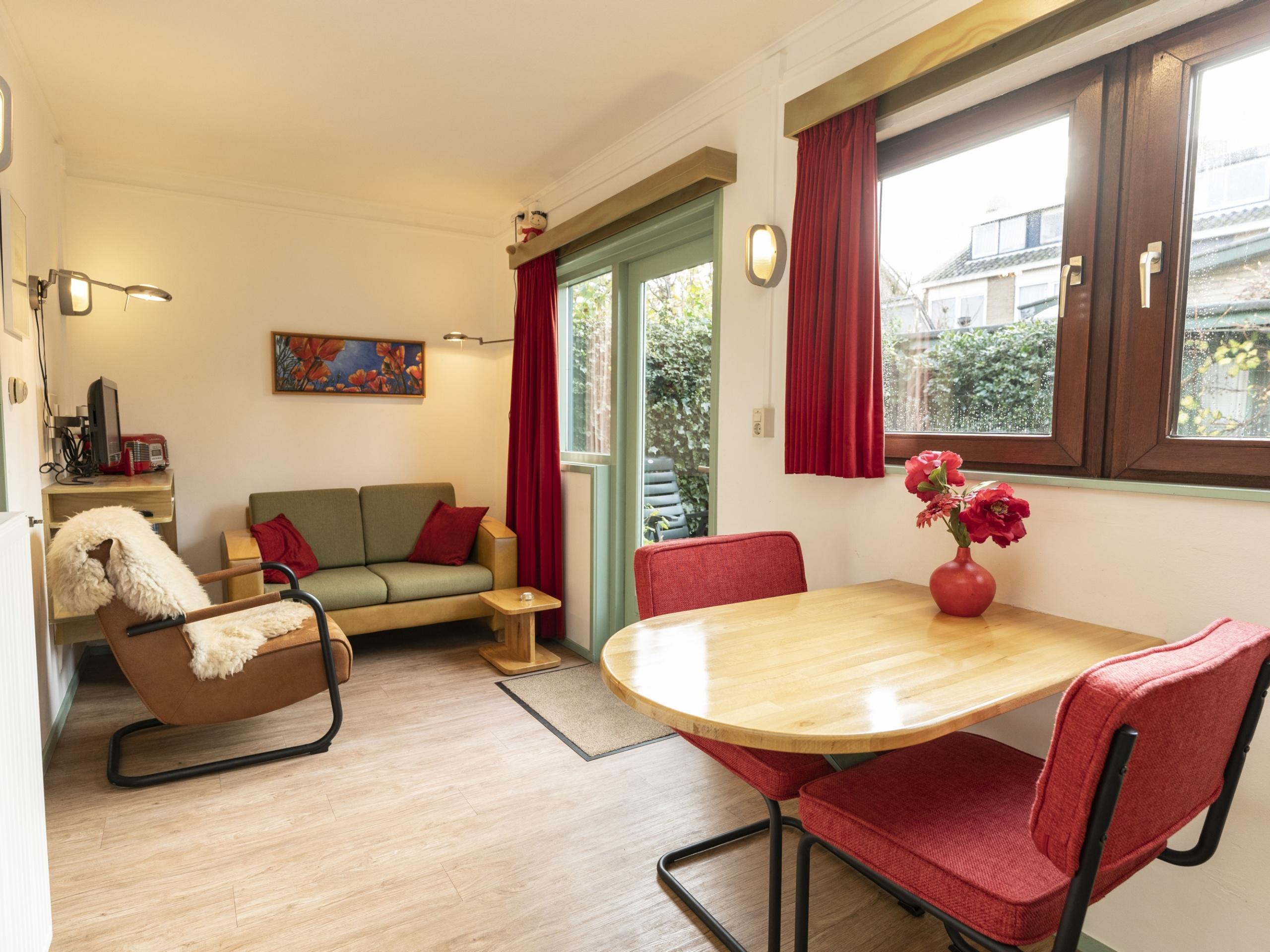 Gezellig kleurrijk vakantiehuisje met privétuin ideaal gelegen in De Koog