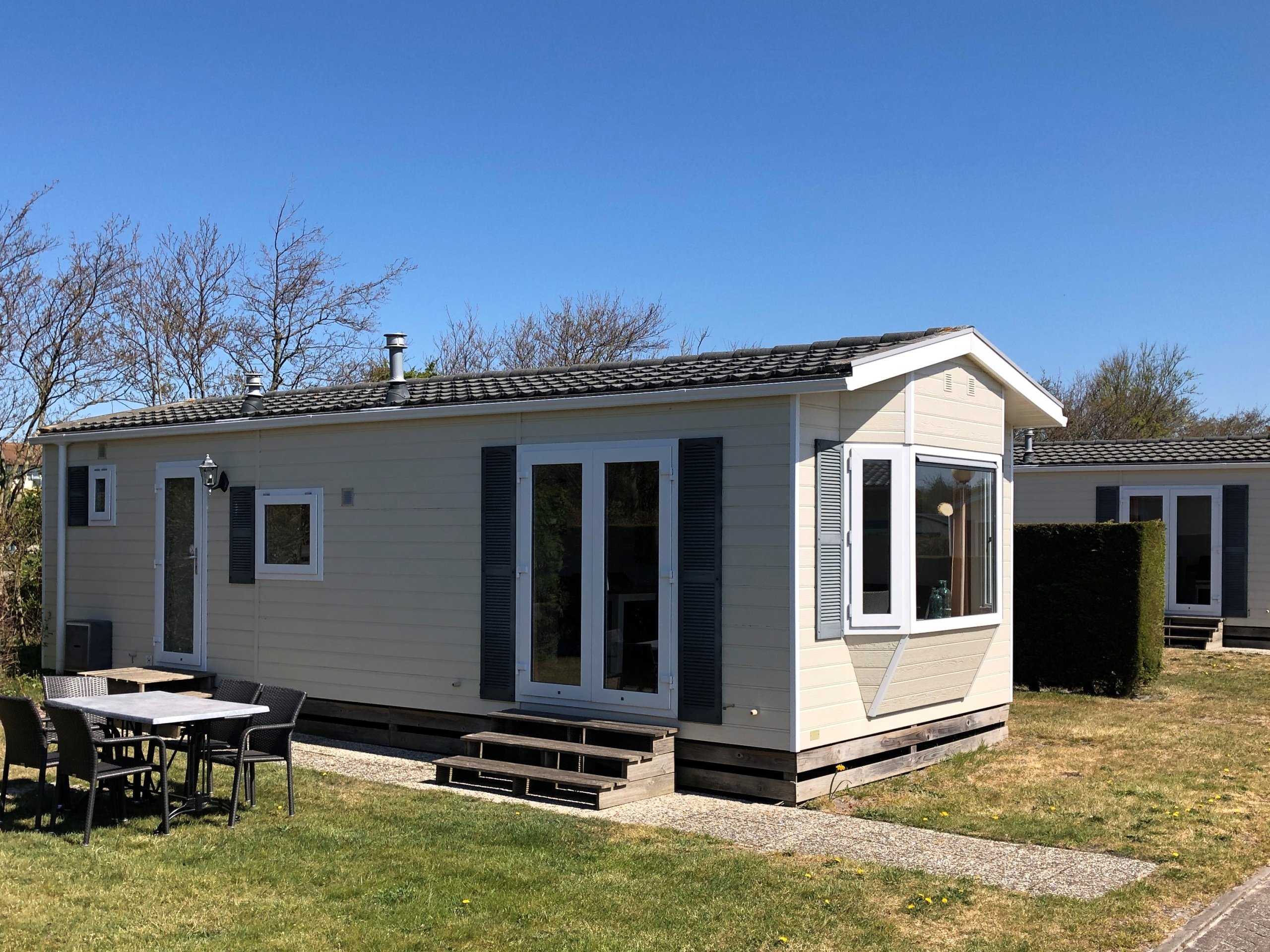 Comfortable chalet with lovely garden on a nice campsite in De Koog.