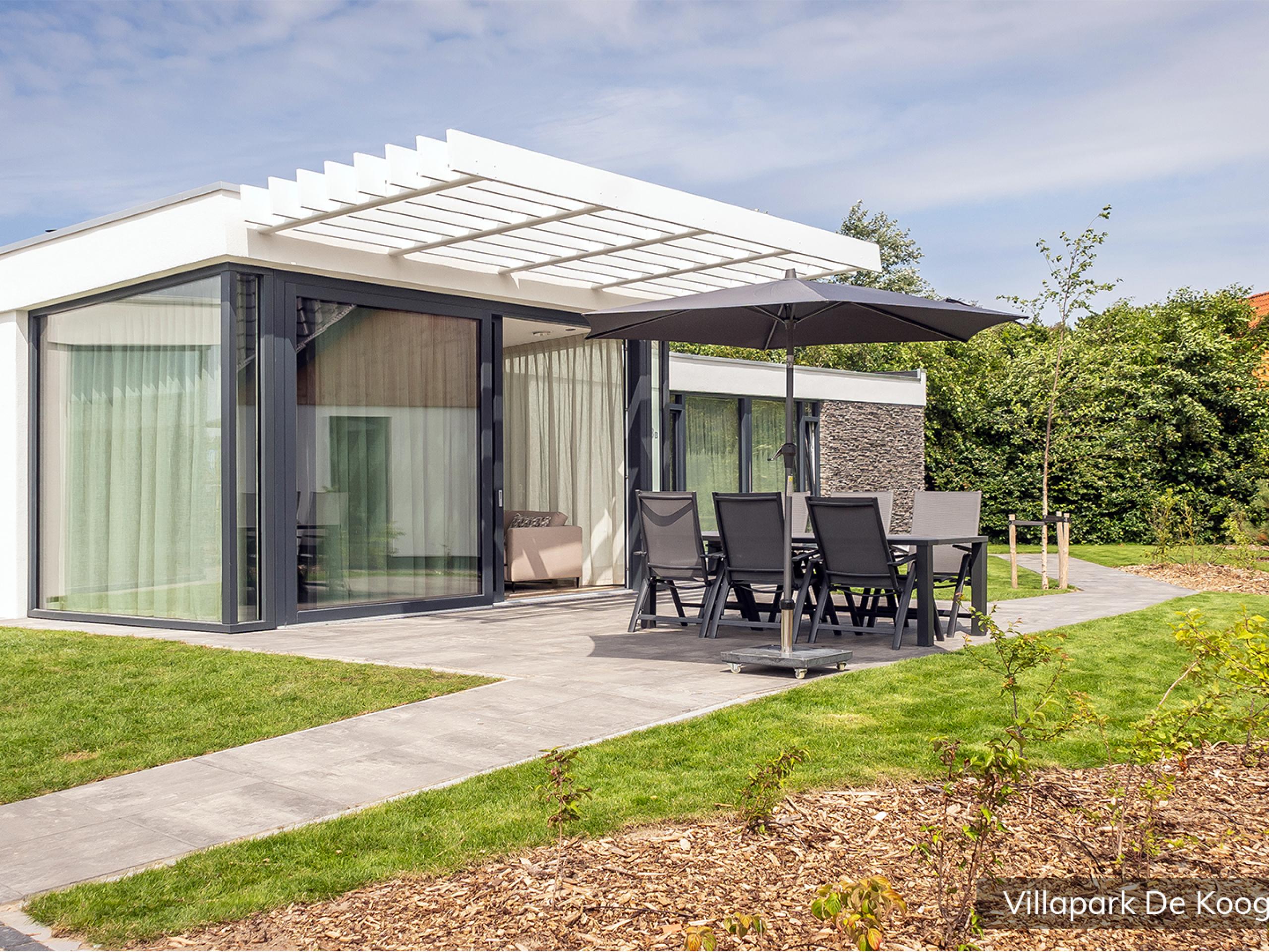 Luxury family villa for 4 people in a villa park in De Koog