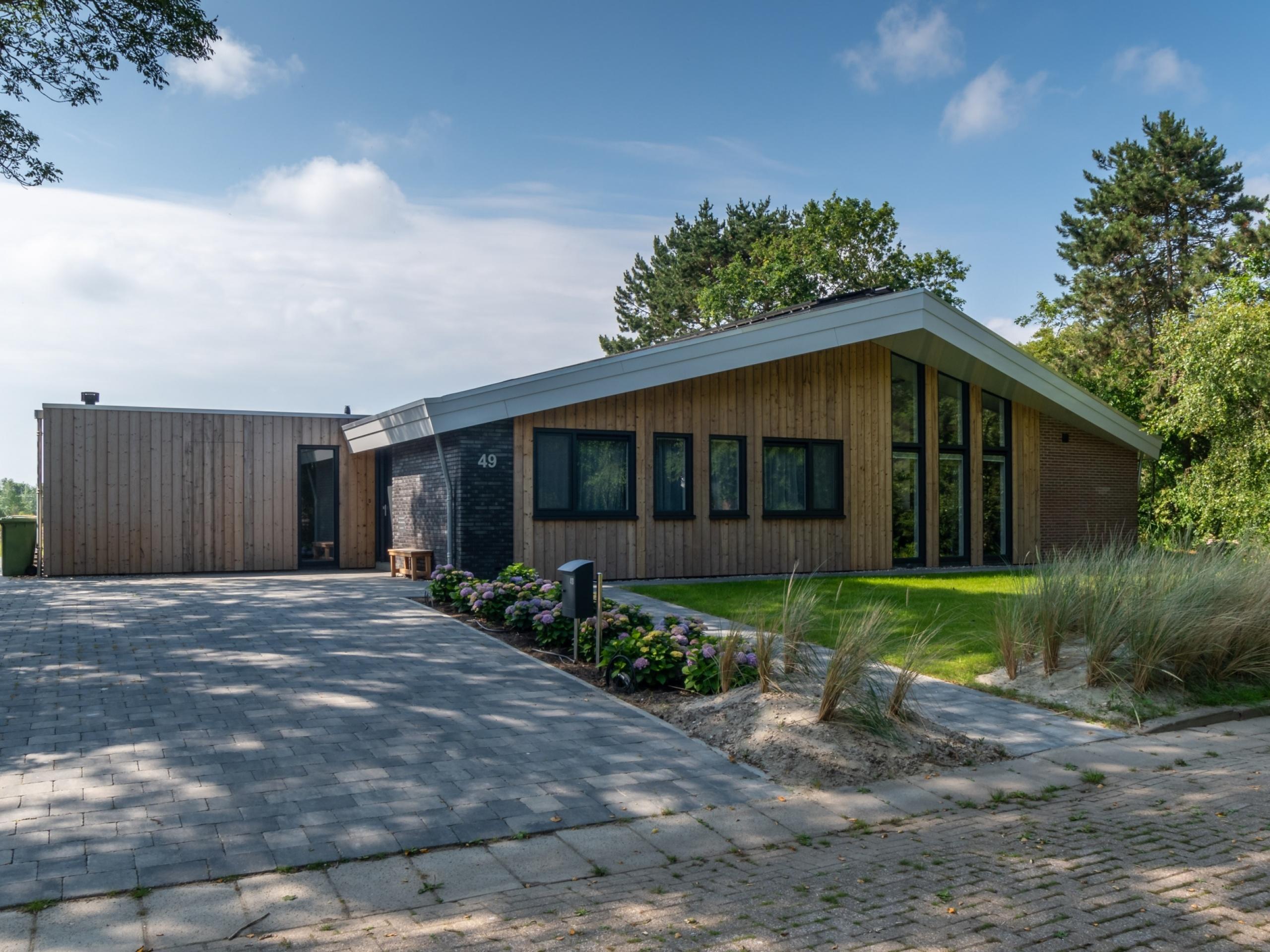 Ruim en comfortabel vakantiehuis in De Koog op loopafstand van de duinen, bos en de zee